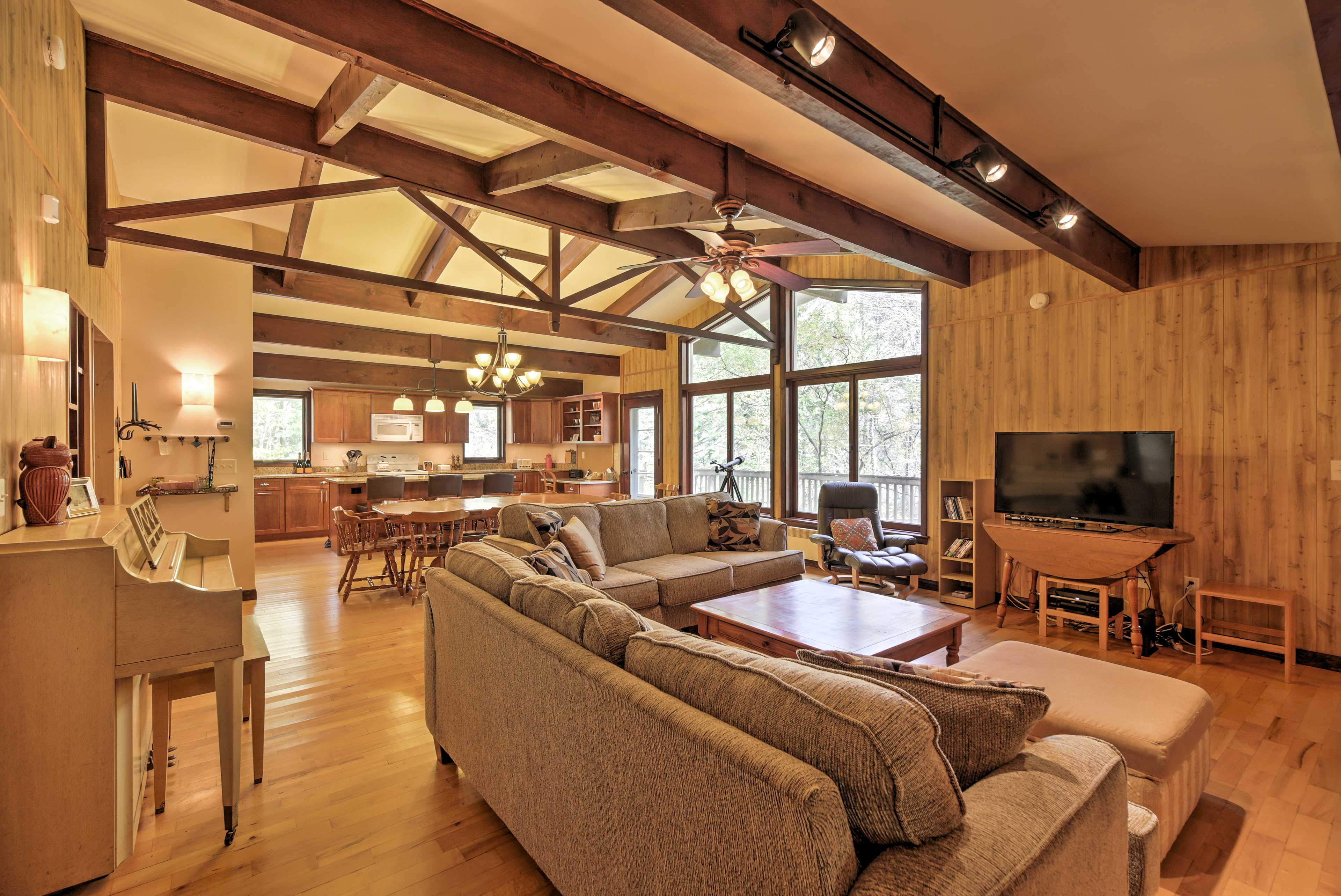 Ideal for a ski retreat, this house is close to Skyship and Snowshed Lodge!