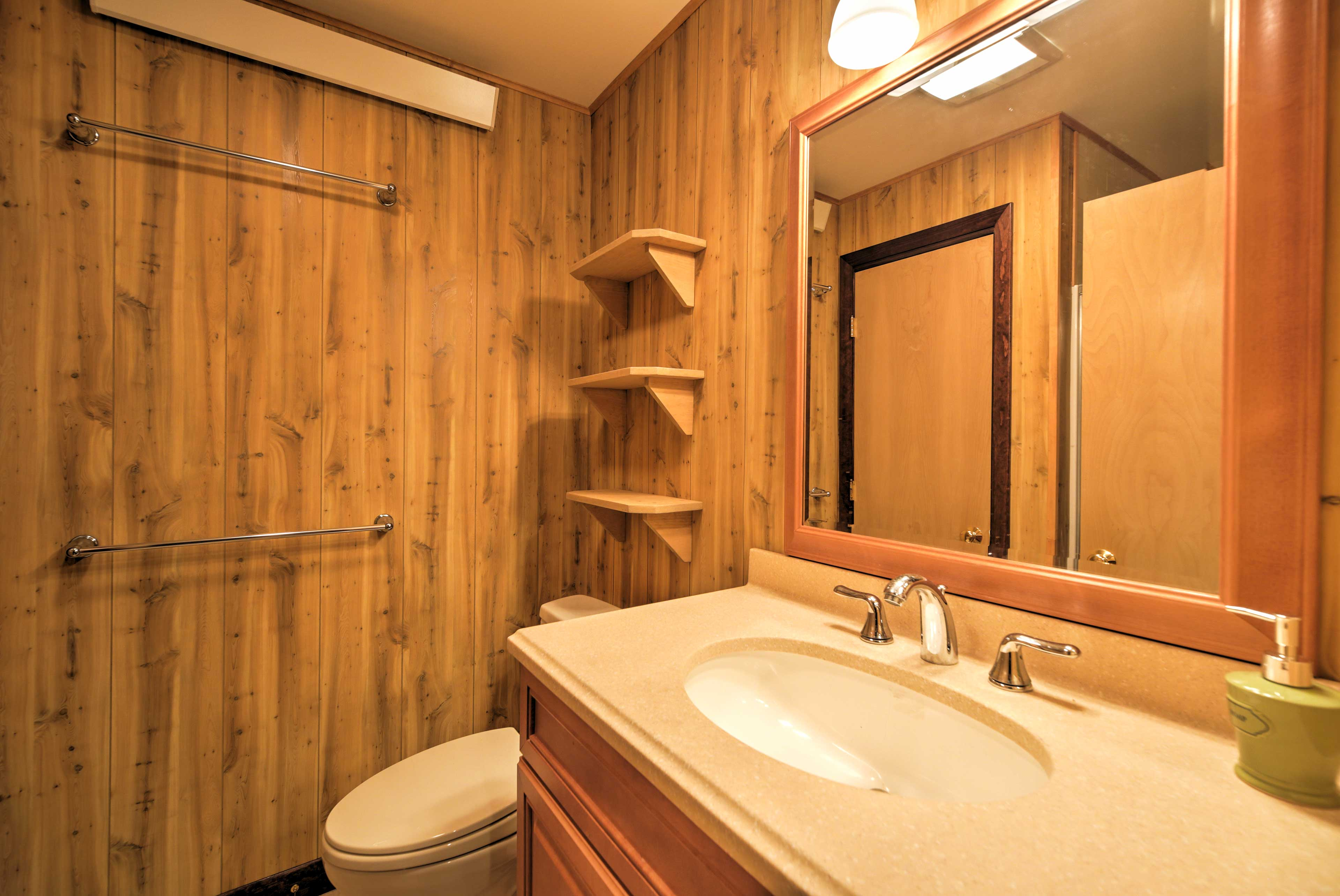 With 4 full bathrooms, freshening up in the morning has never been easier.