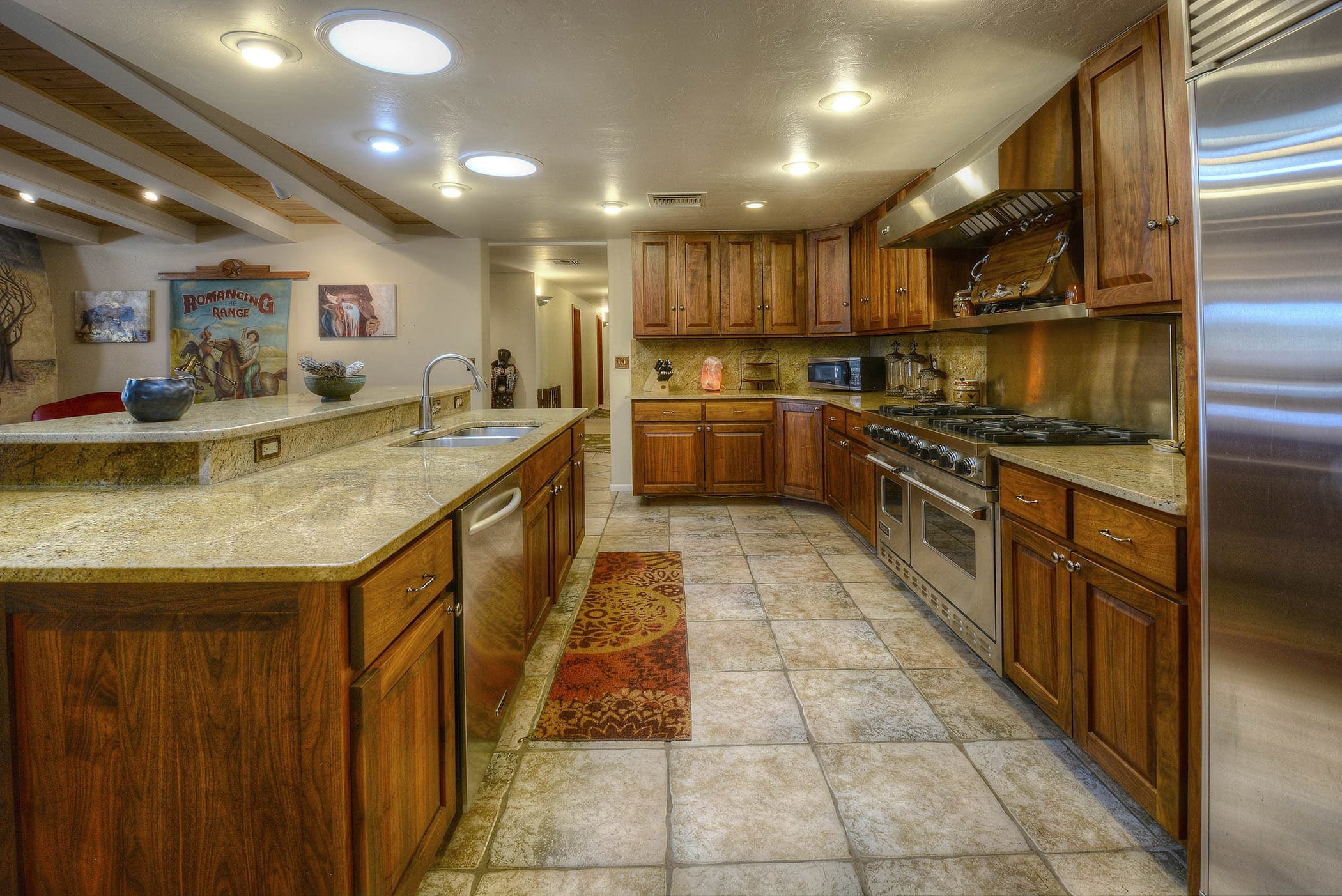 Prepare hearty meals for the whole group in the fully equipped kitchen.