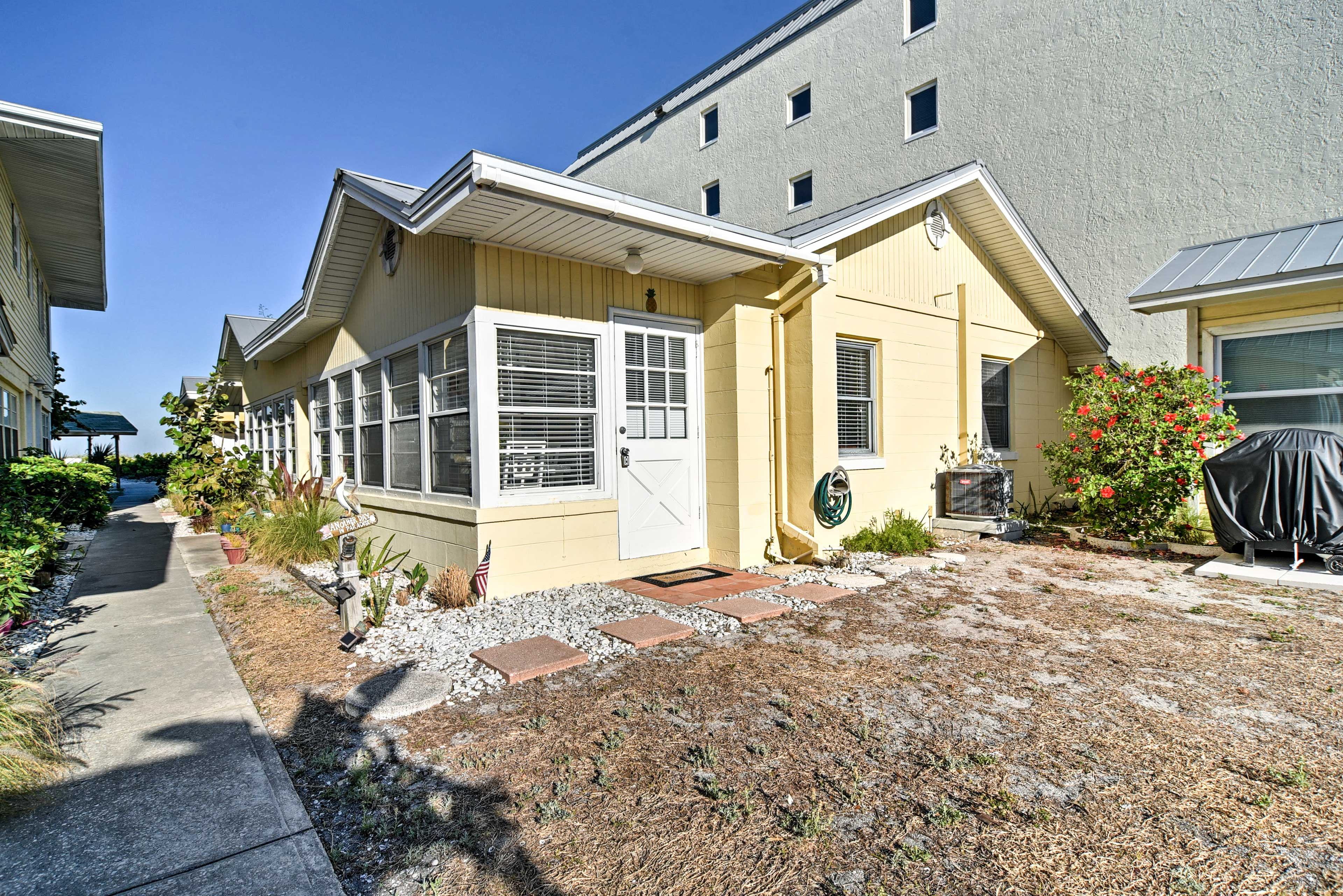 This gulfside home provides 2 bedrooms, 1 bathroom and all the modern comforts.