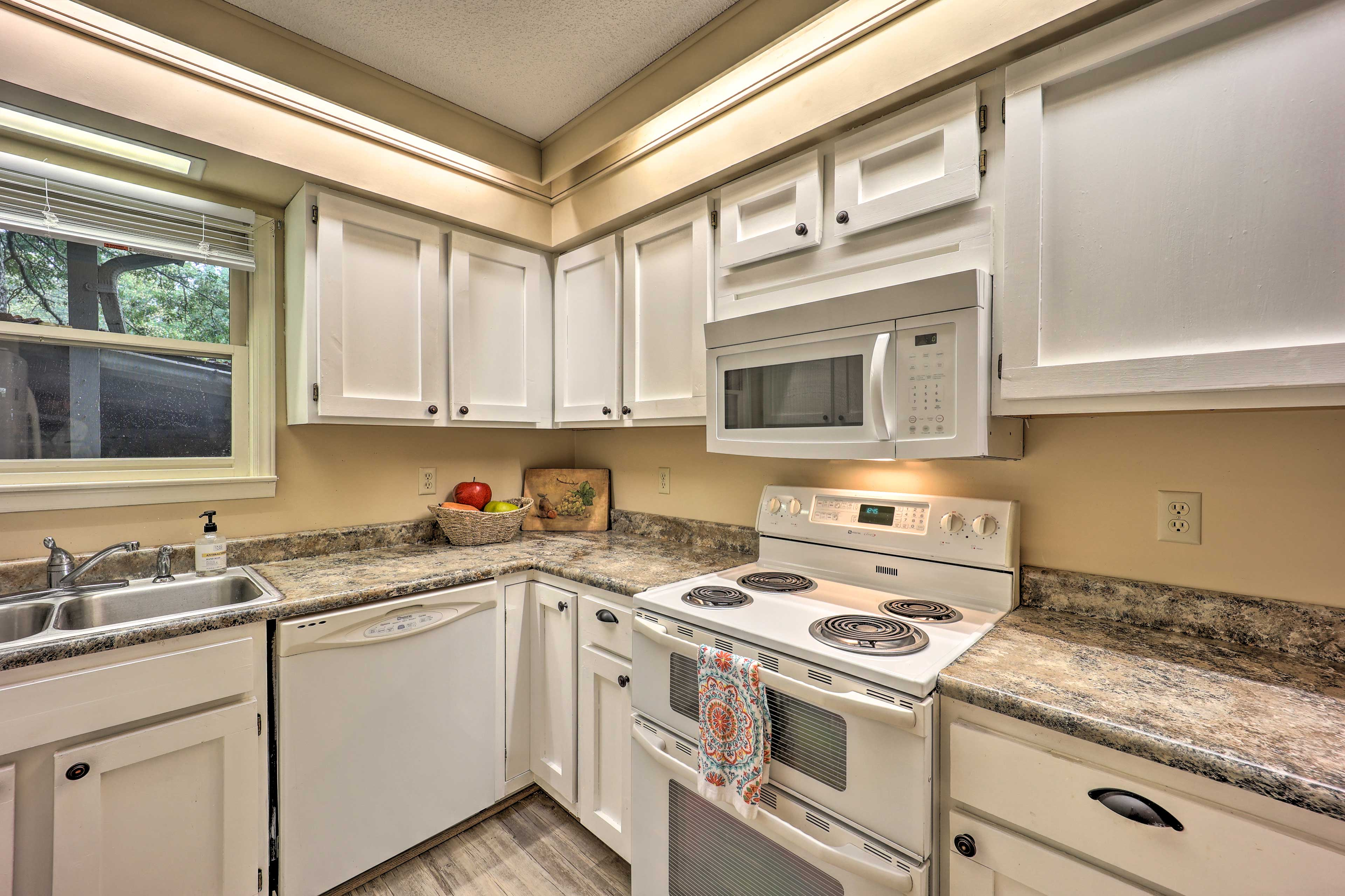 Fully Equipped Kitchen | New Cabinetry
