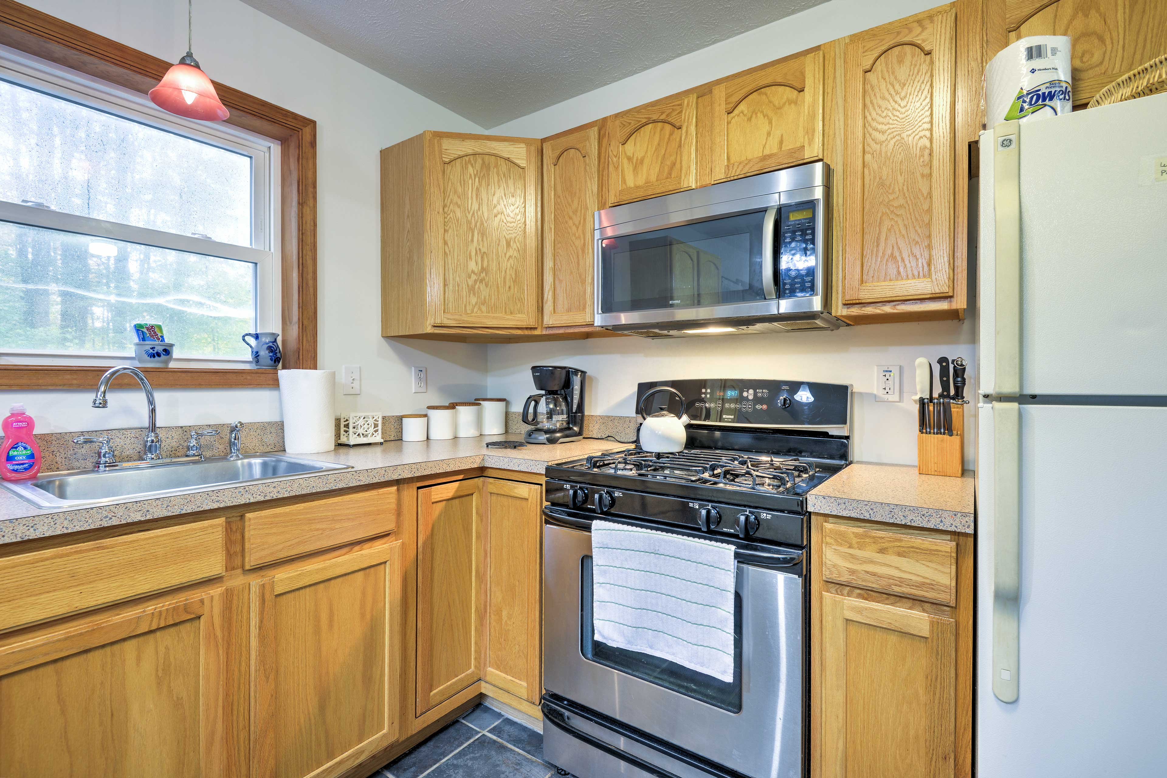 Prepare home-cooked meals with ease in the fully equipped kitchen.