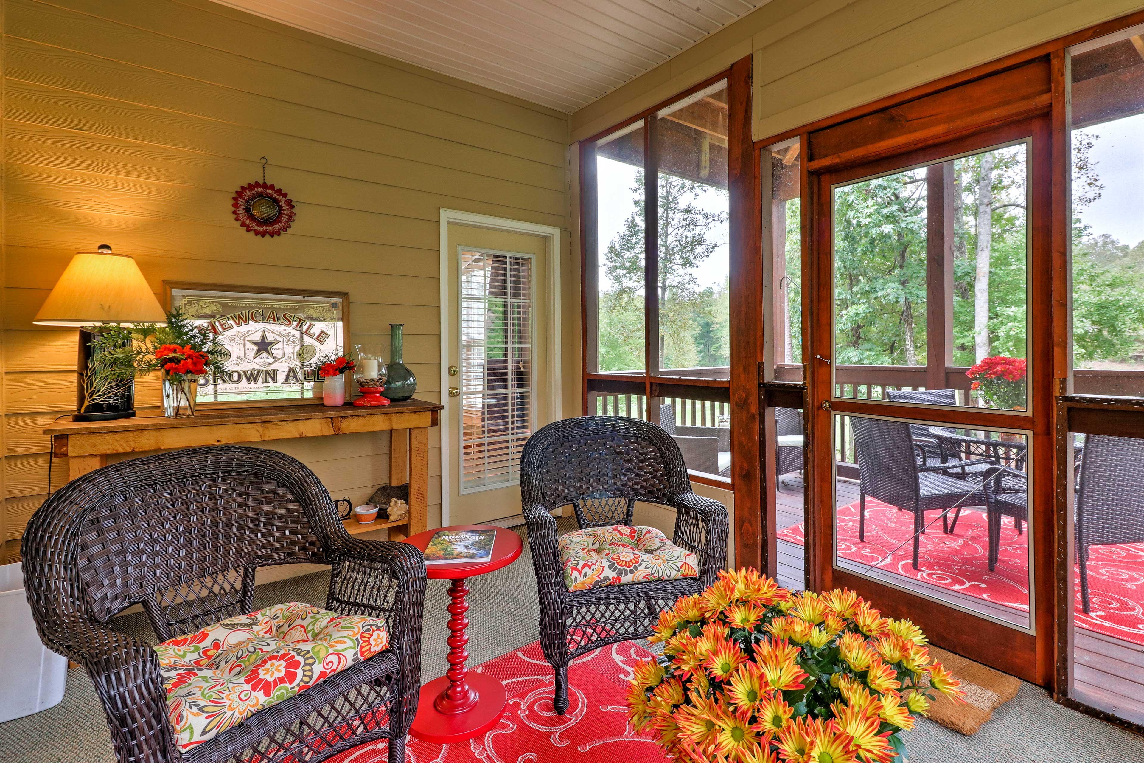 A mountain retreat awaits at this 2-bd, 2-ba vacation rental condo in Clayton.