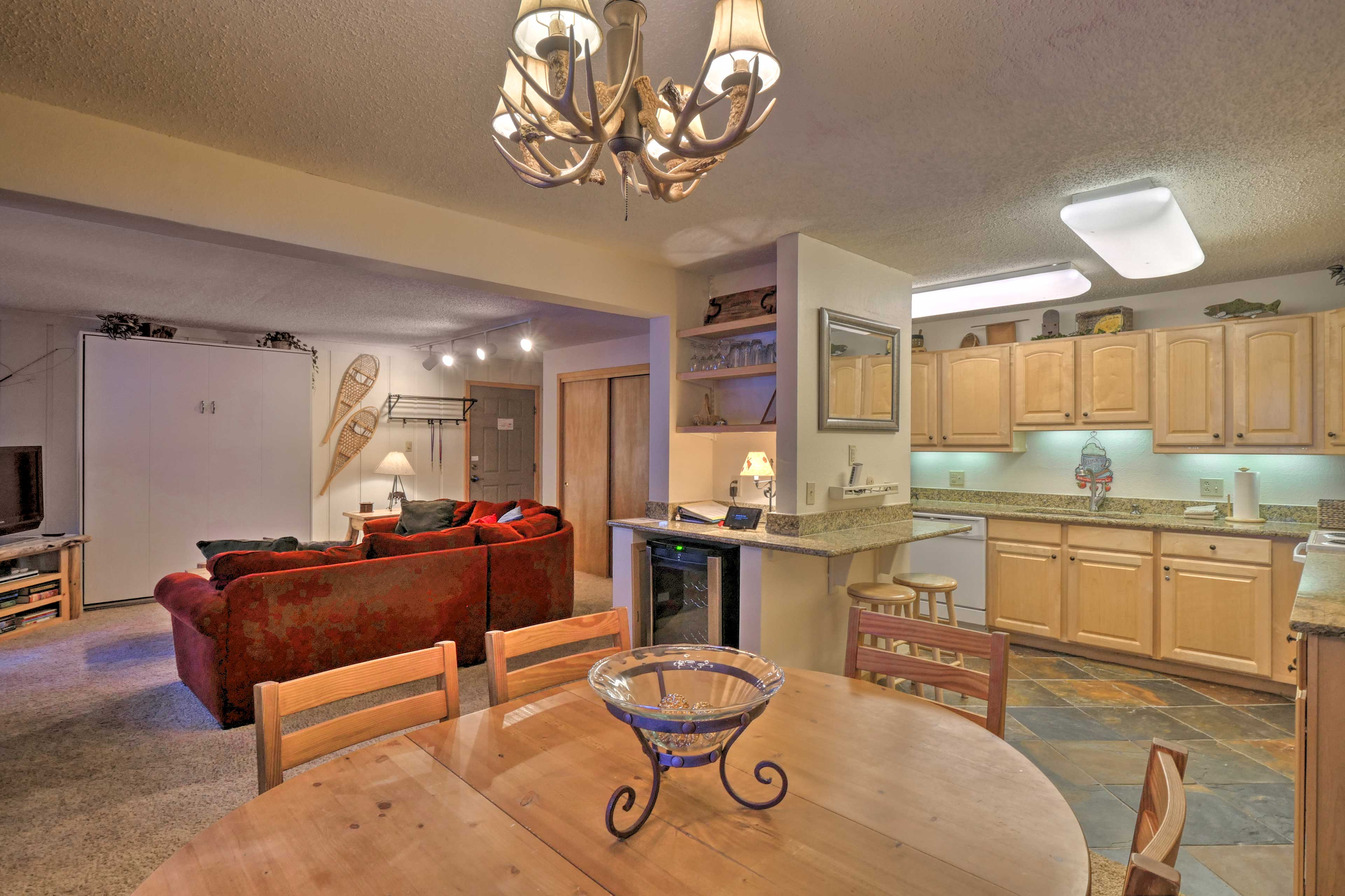 Keep the chef company at the 2-person breakfast bar or 6-person dining table.