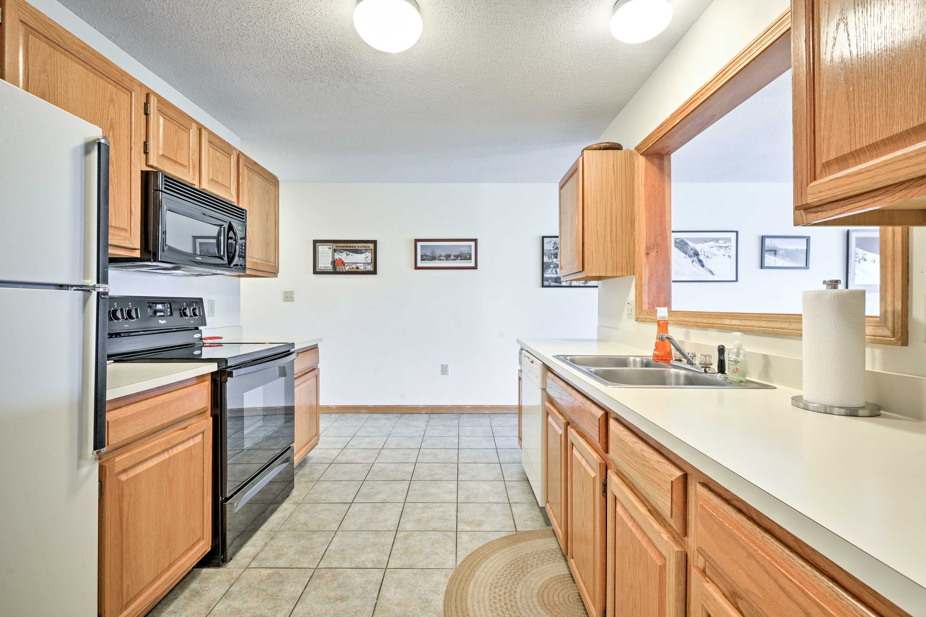 Cook up a traditional family recipe with ease in this fully equipped kitchen.