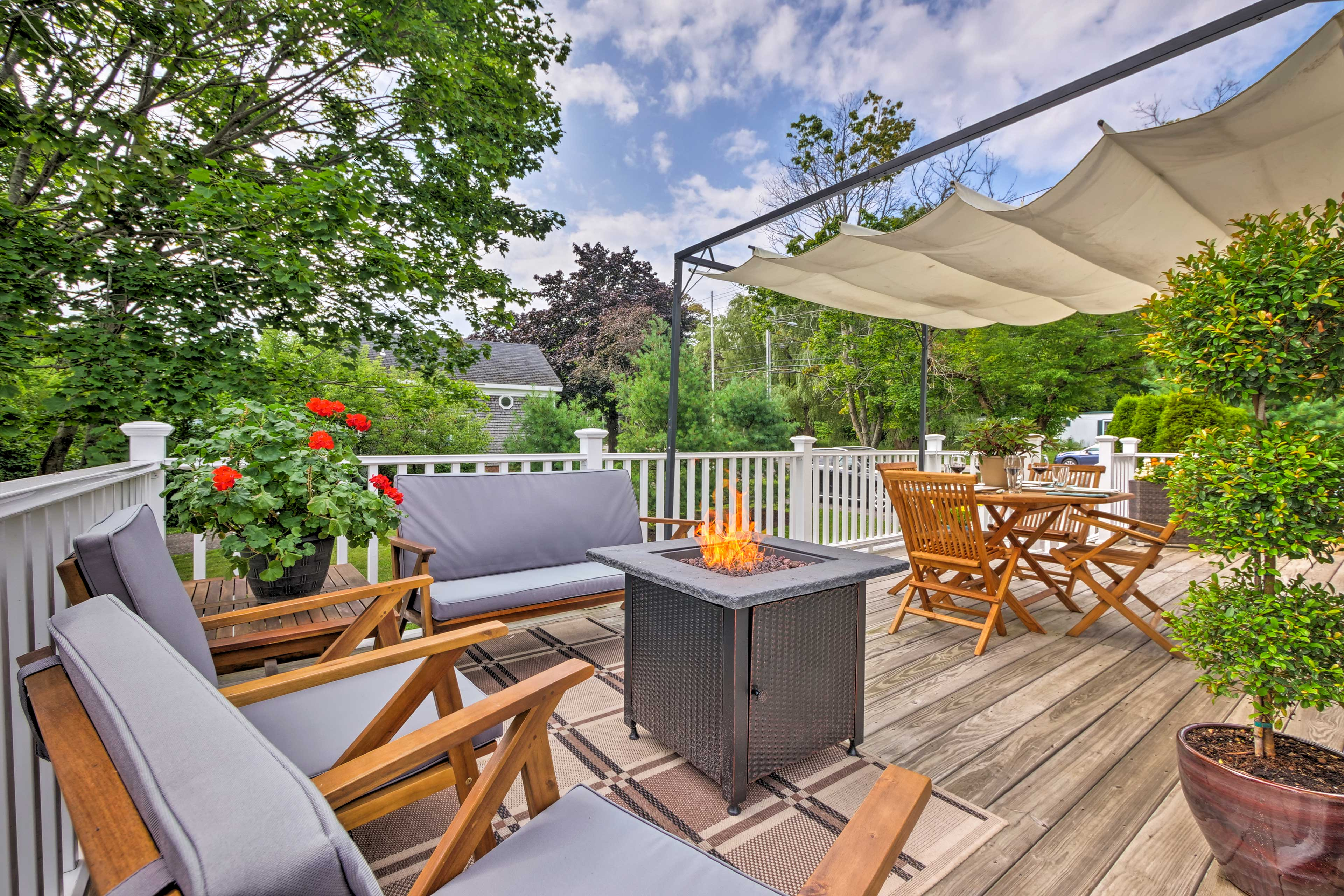 Make this 3-bedroom, 2-bath vacation rental house your home base in Rockland!