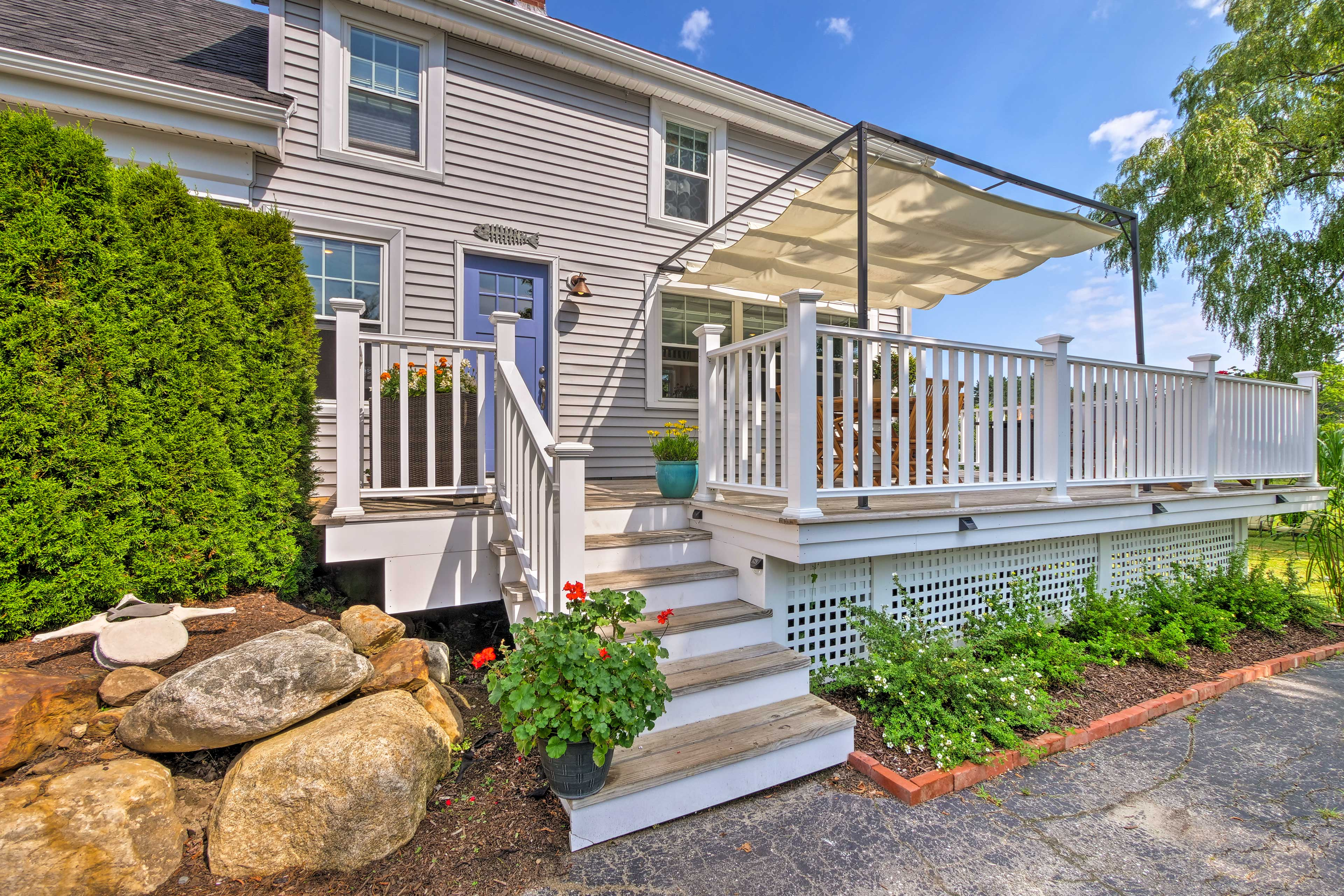 This updated home accommodates up to 8 travelers and is 5 minutes to downtown!