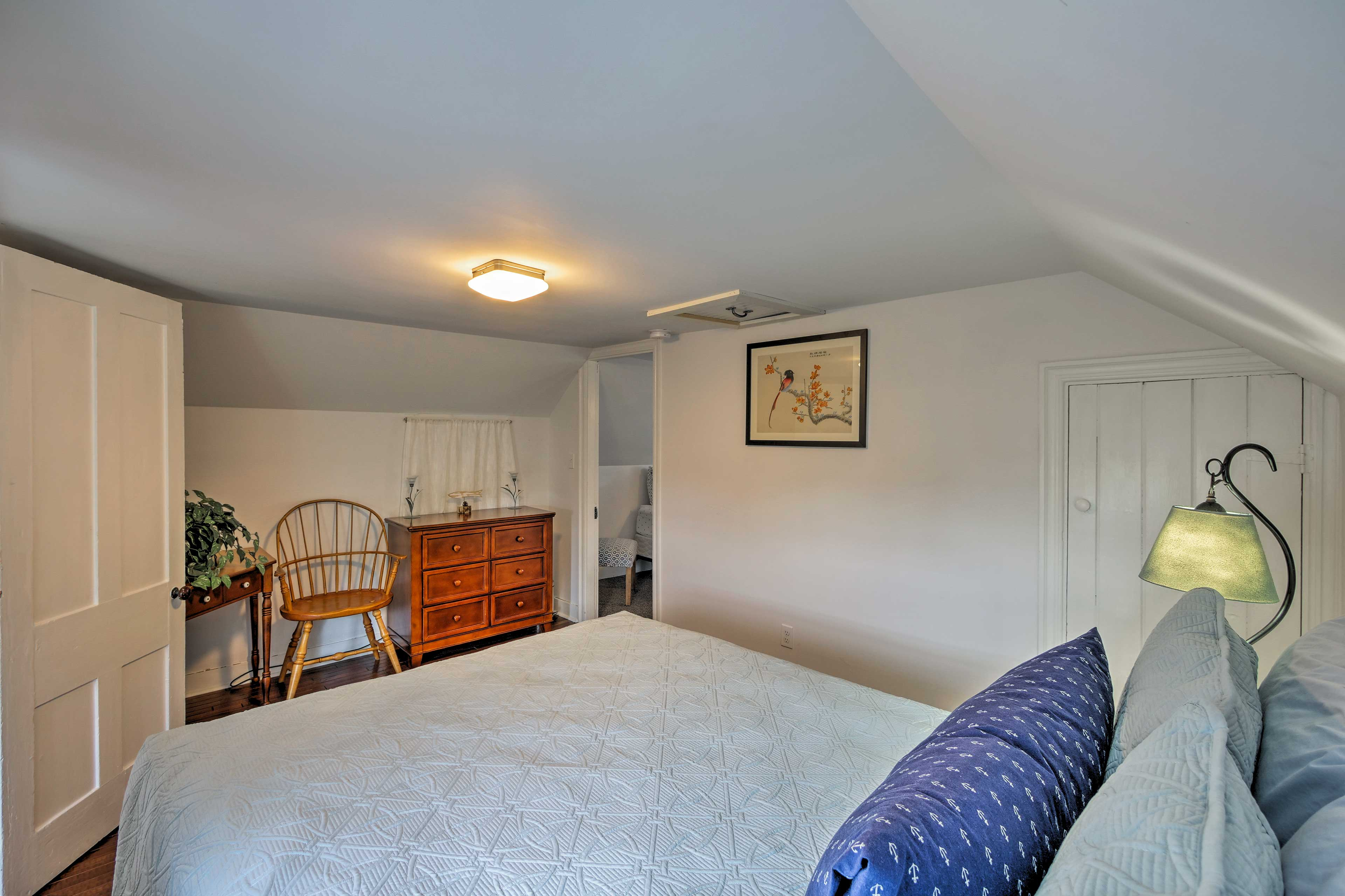 Two additional guests can sleep on the pullout bed in the living room.