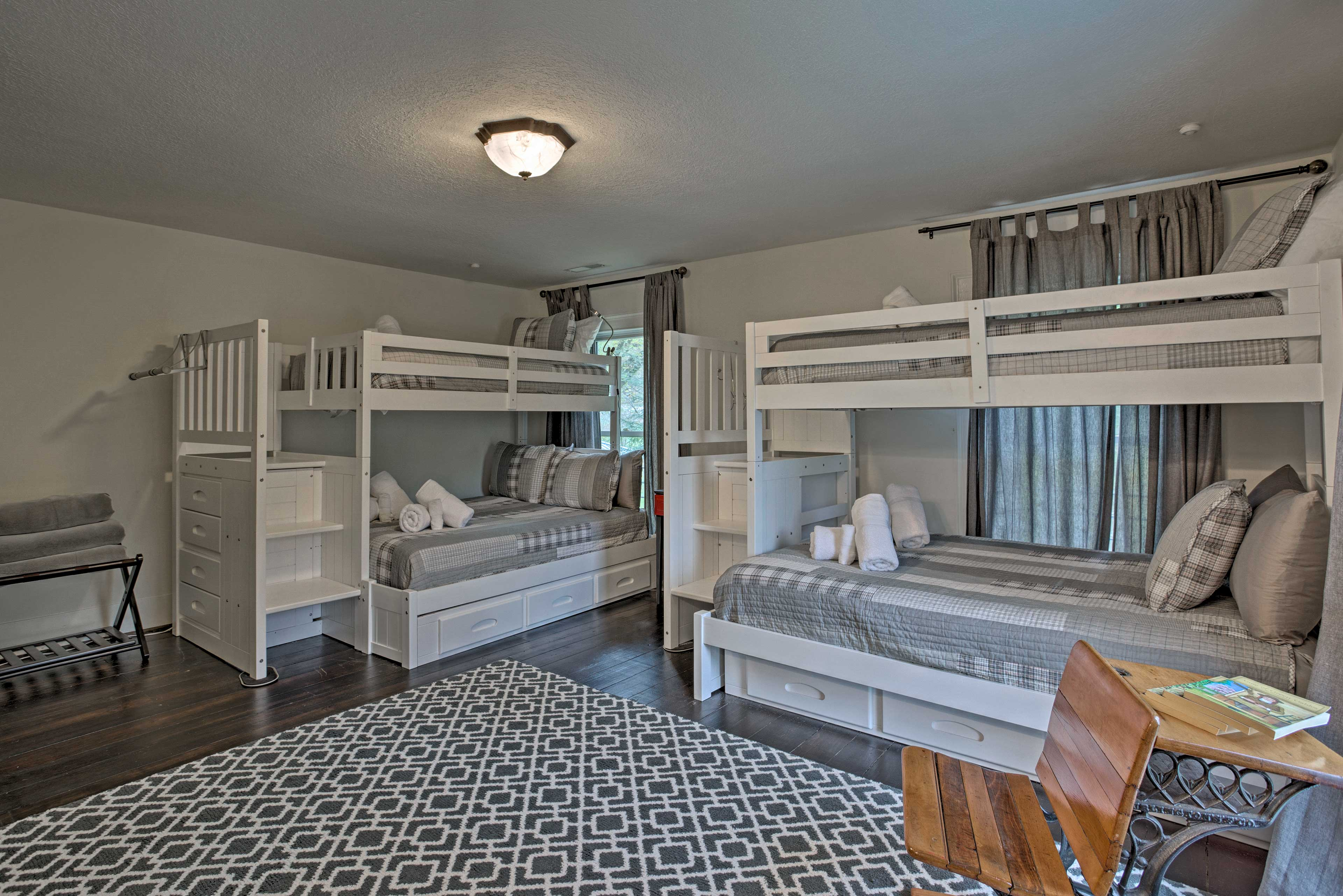 Siblings and friends will love sleeping in the bunk room!