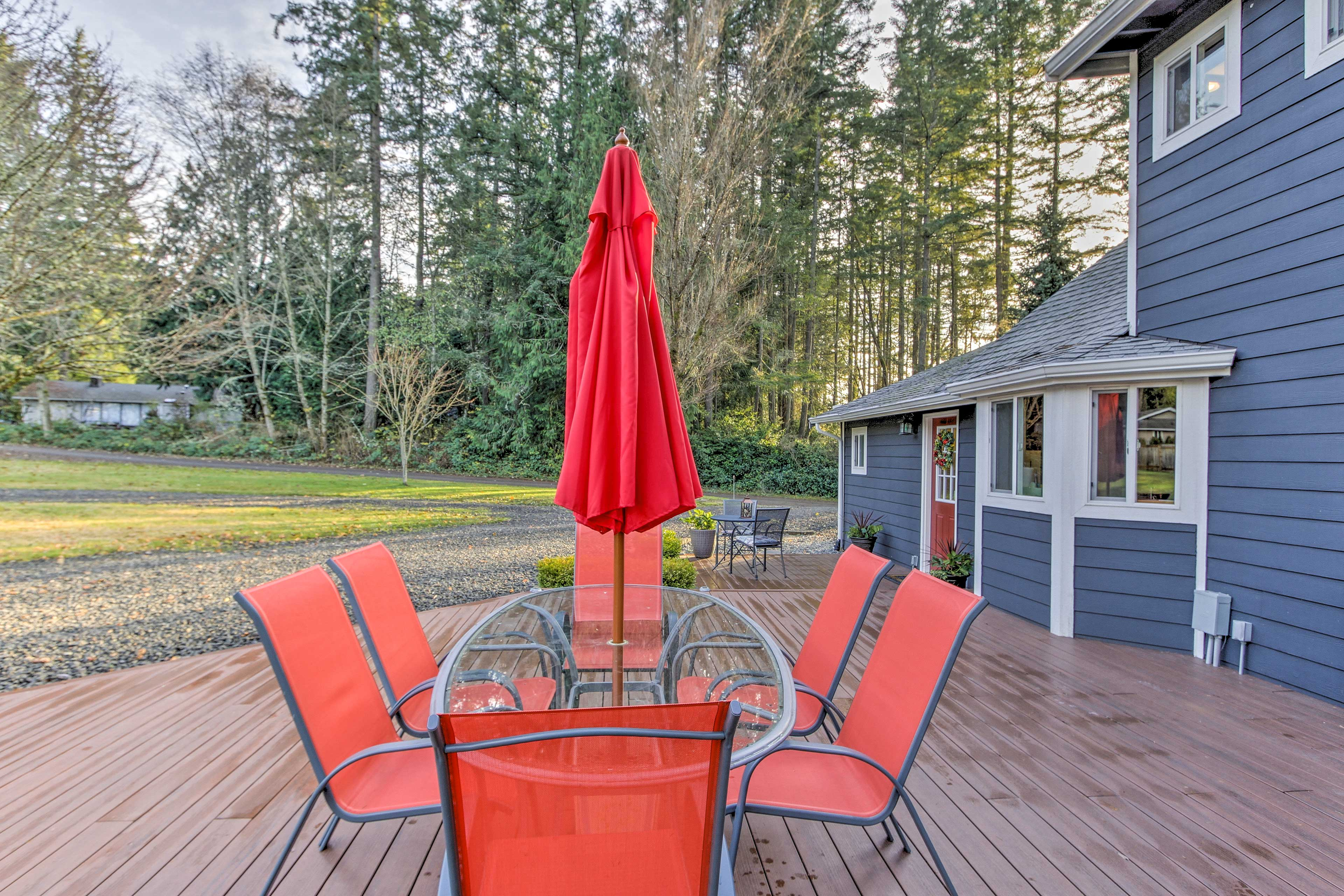 Fire up the gas grill and enjoy a family barbecue at the outdoor 6-person table.