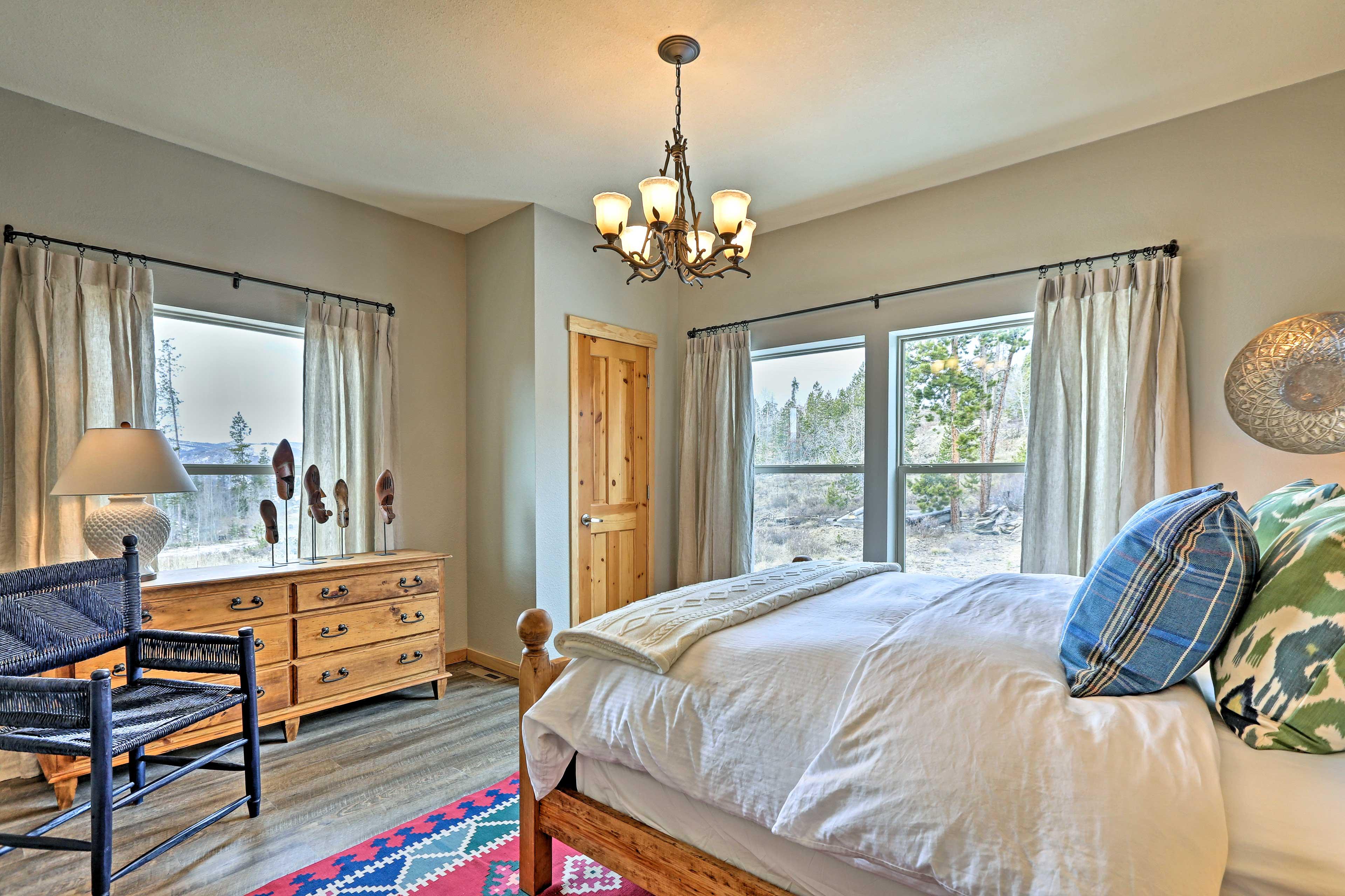 Bedroom 3 | Queen Bed | 1st Floor