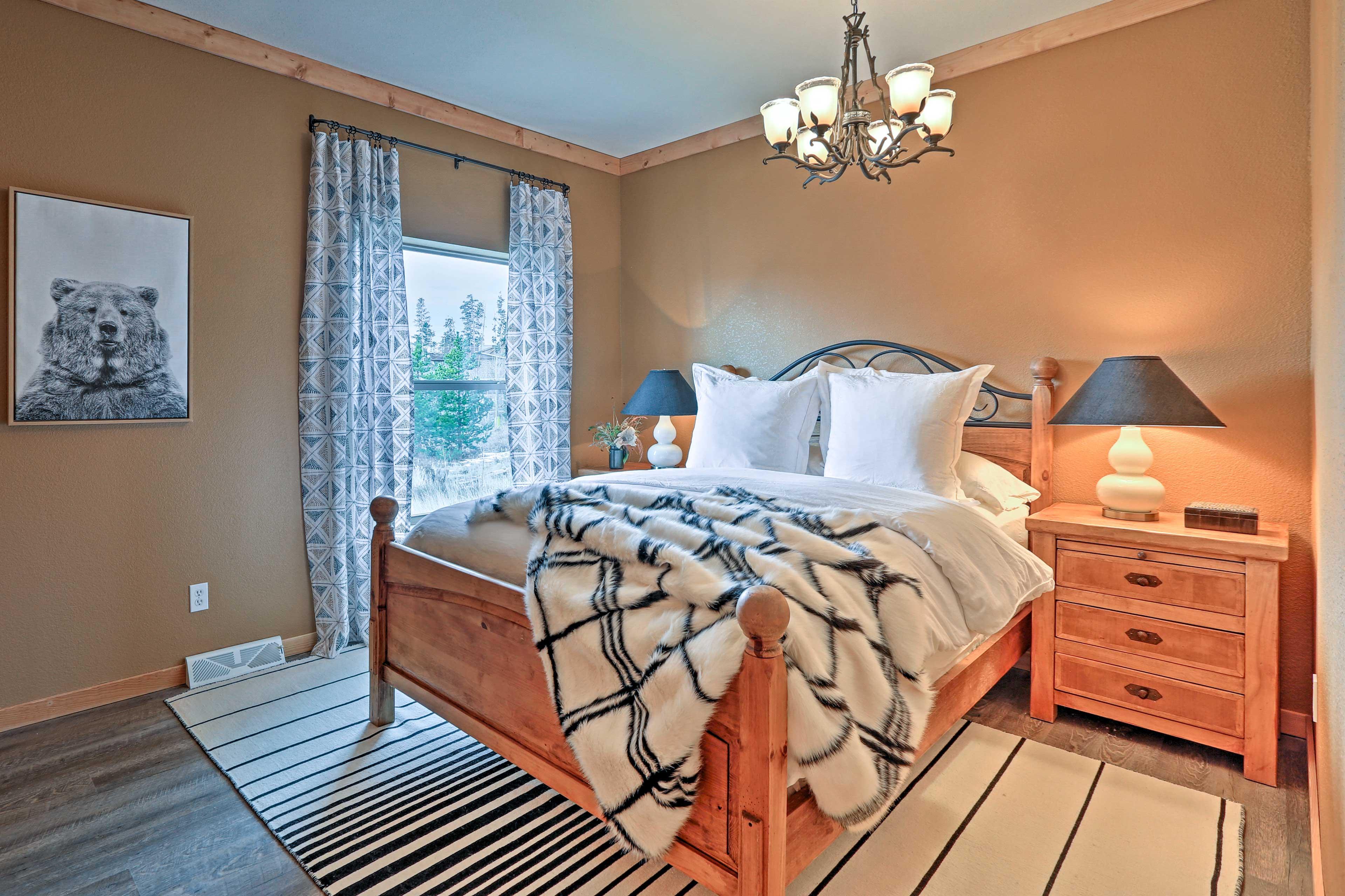 Bedroom 4 | Queen Bed | 1st Floor