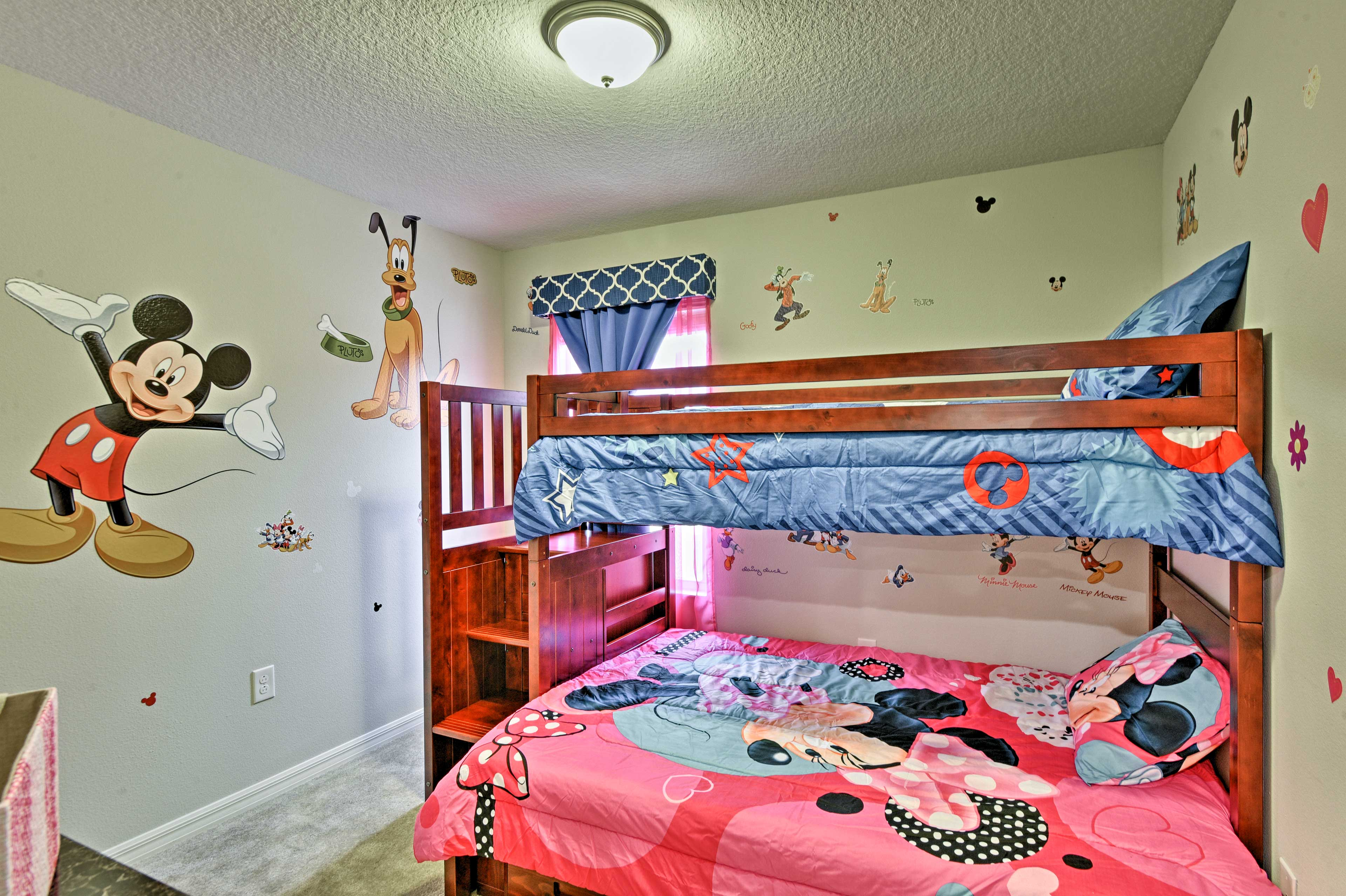 The kids will love this Mickie and Minnie room!