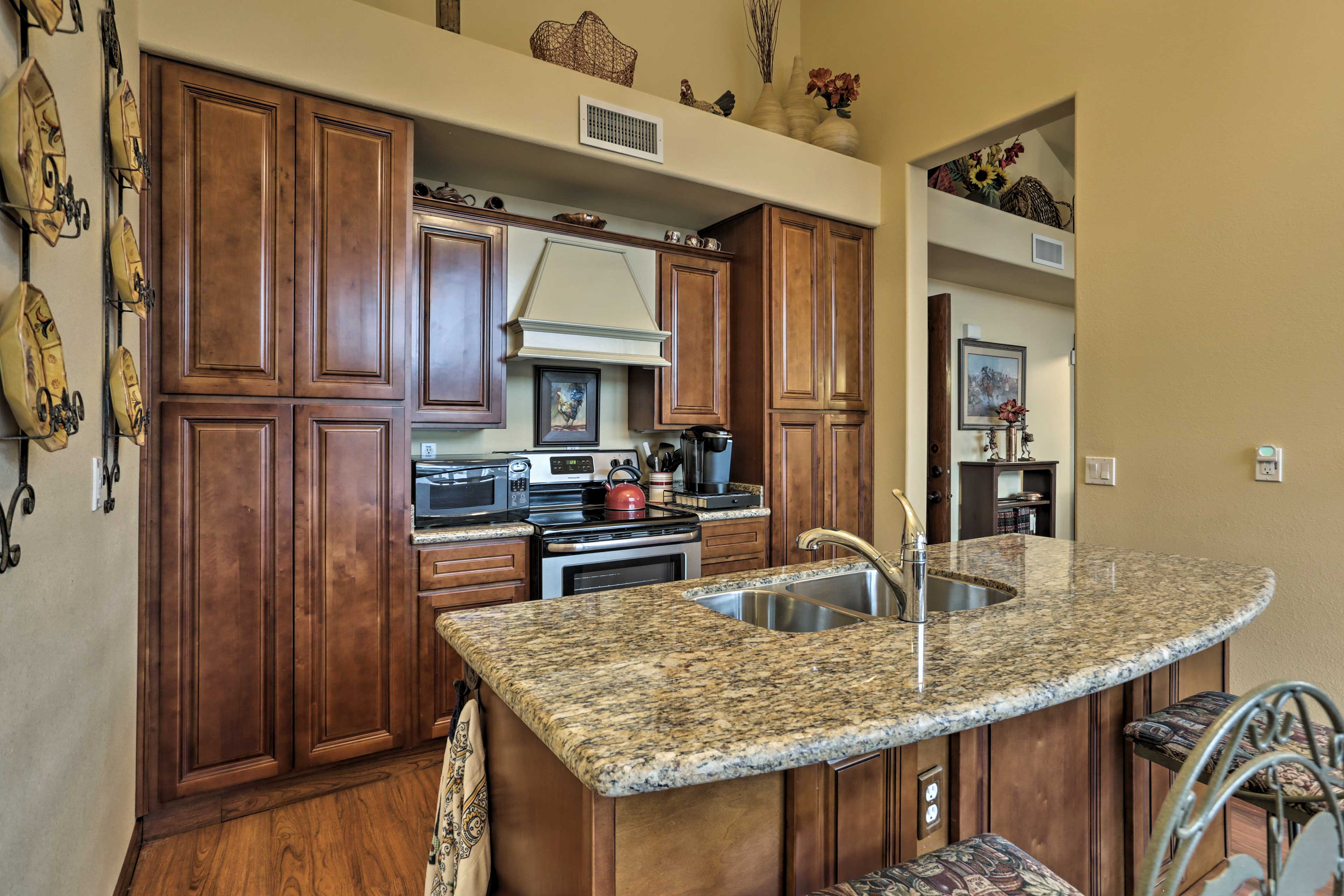 Home-cooking is a breeze in the fully equipped kitchen!