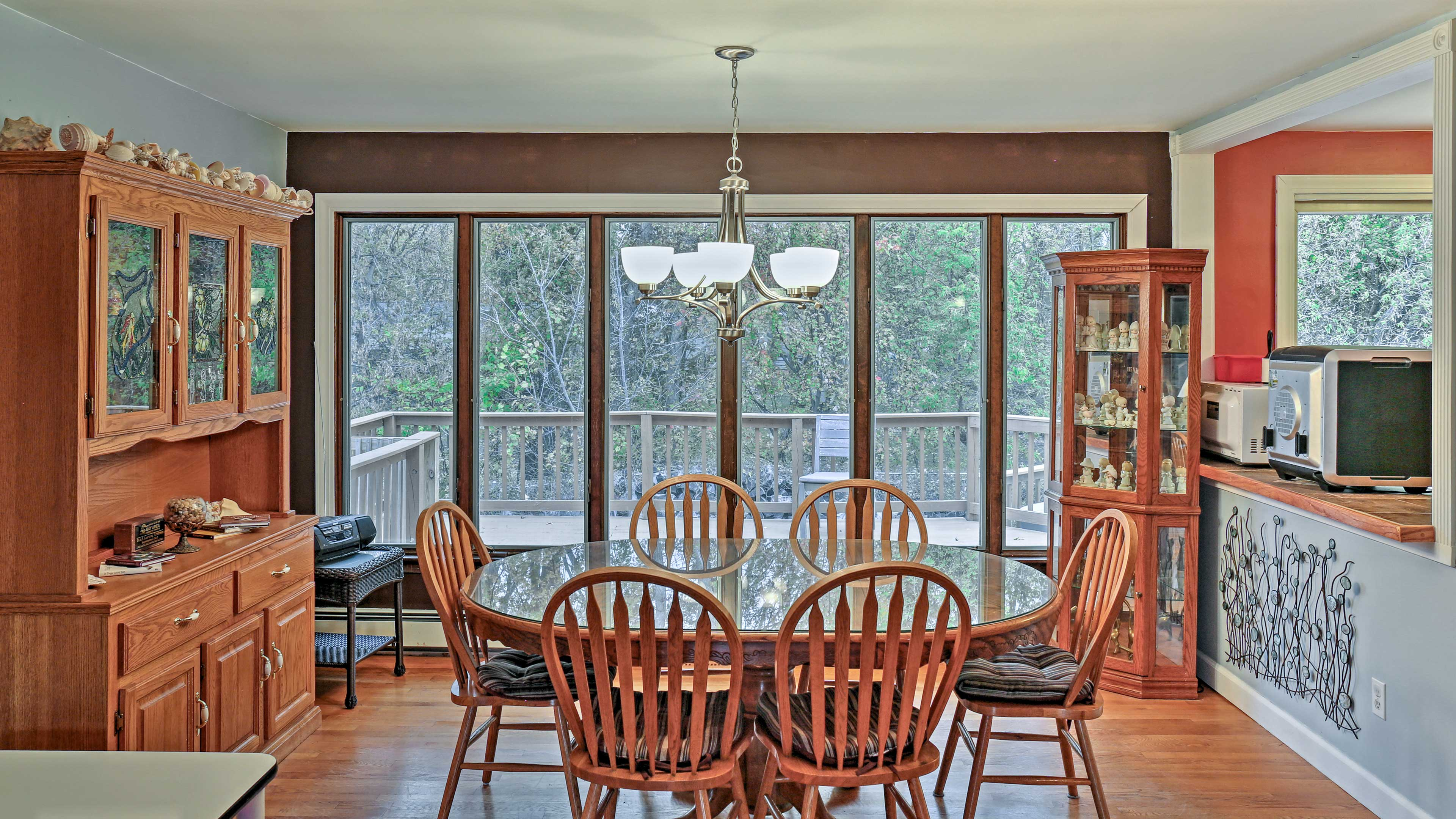 Host your more formal meals at the 6-person dining room table.