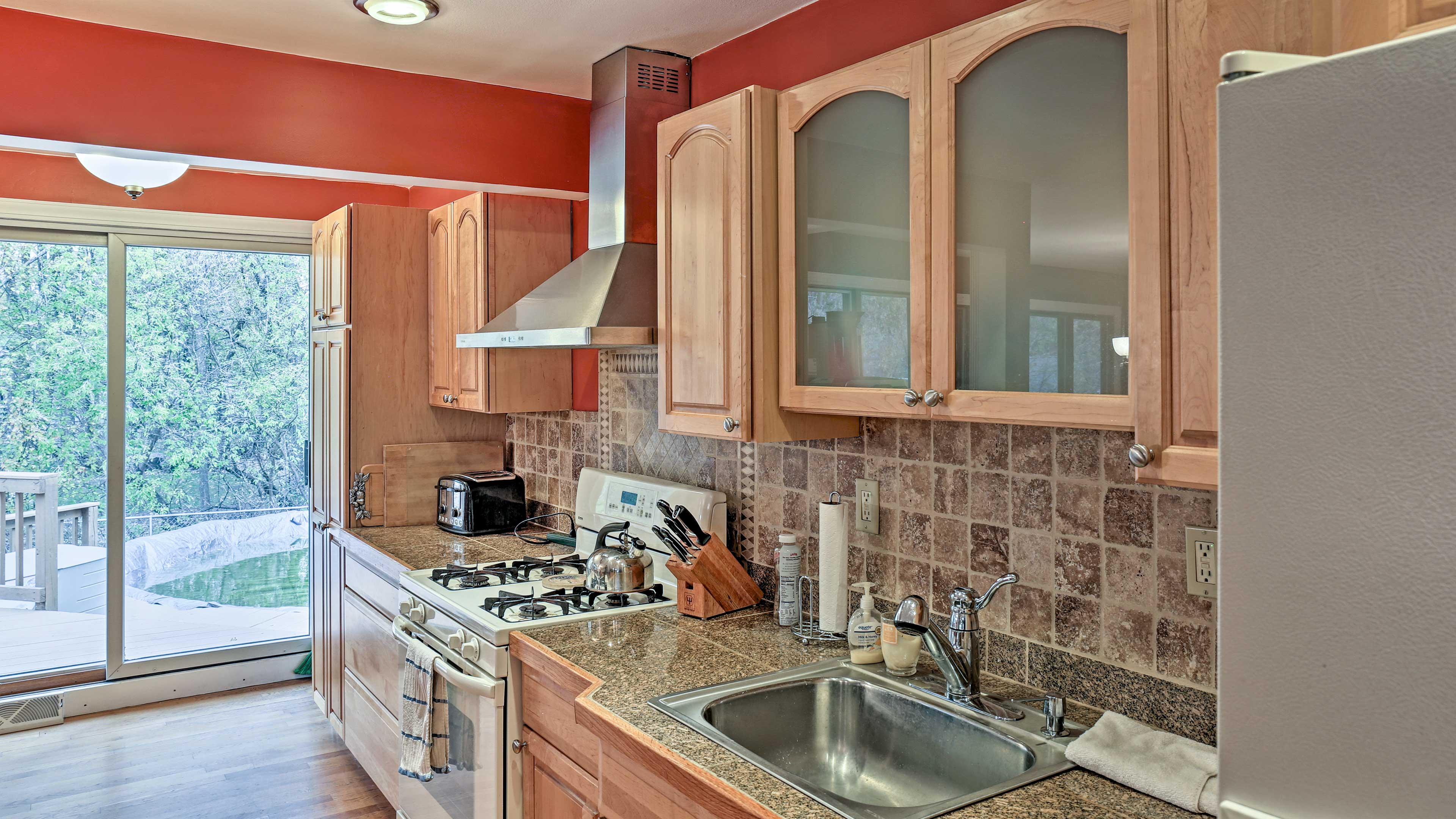 The granite countertops and tile backsplash of the kitchen provide a nice touch!