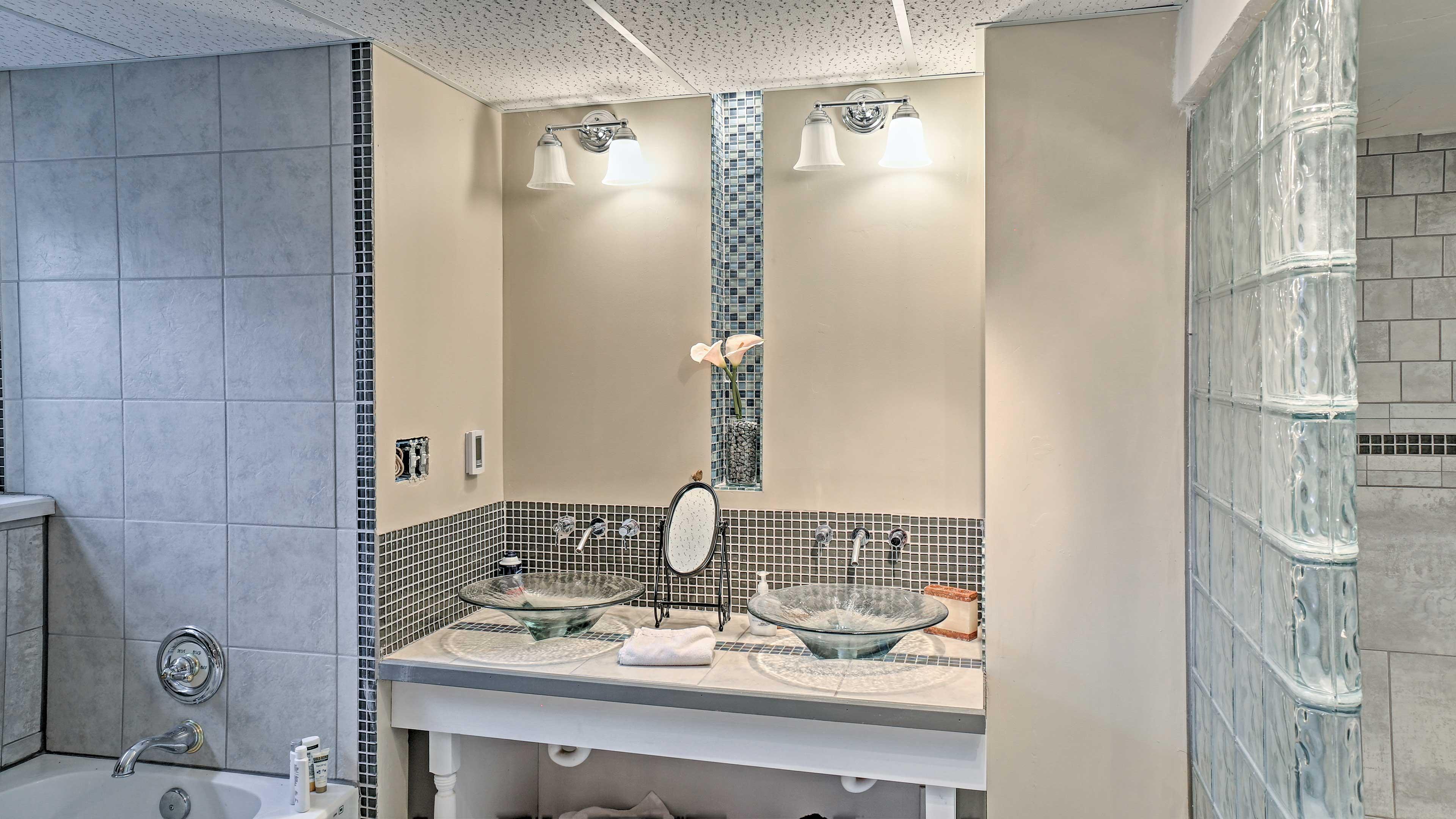 Pour yourself a bubble bath or enjoy a shower in the master's en-suite bathroom.