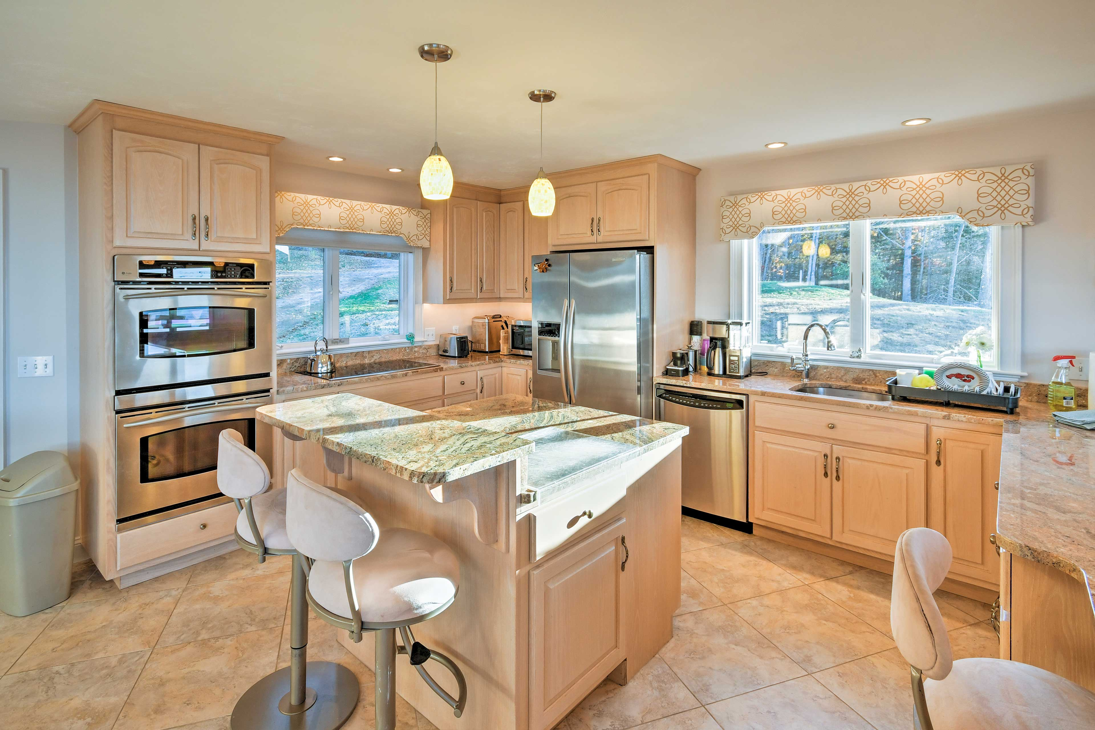 The kitchen is fully equipped - stainless steel appliances & granite counters.