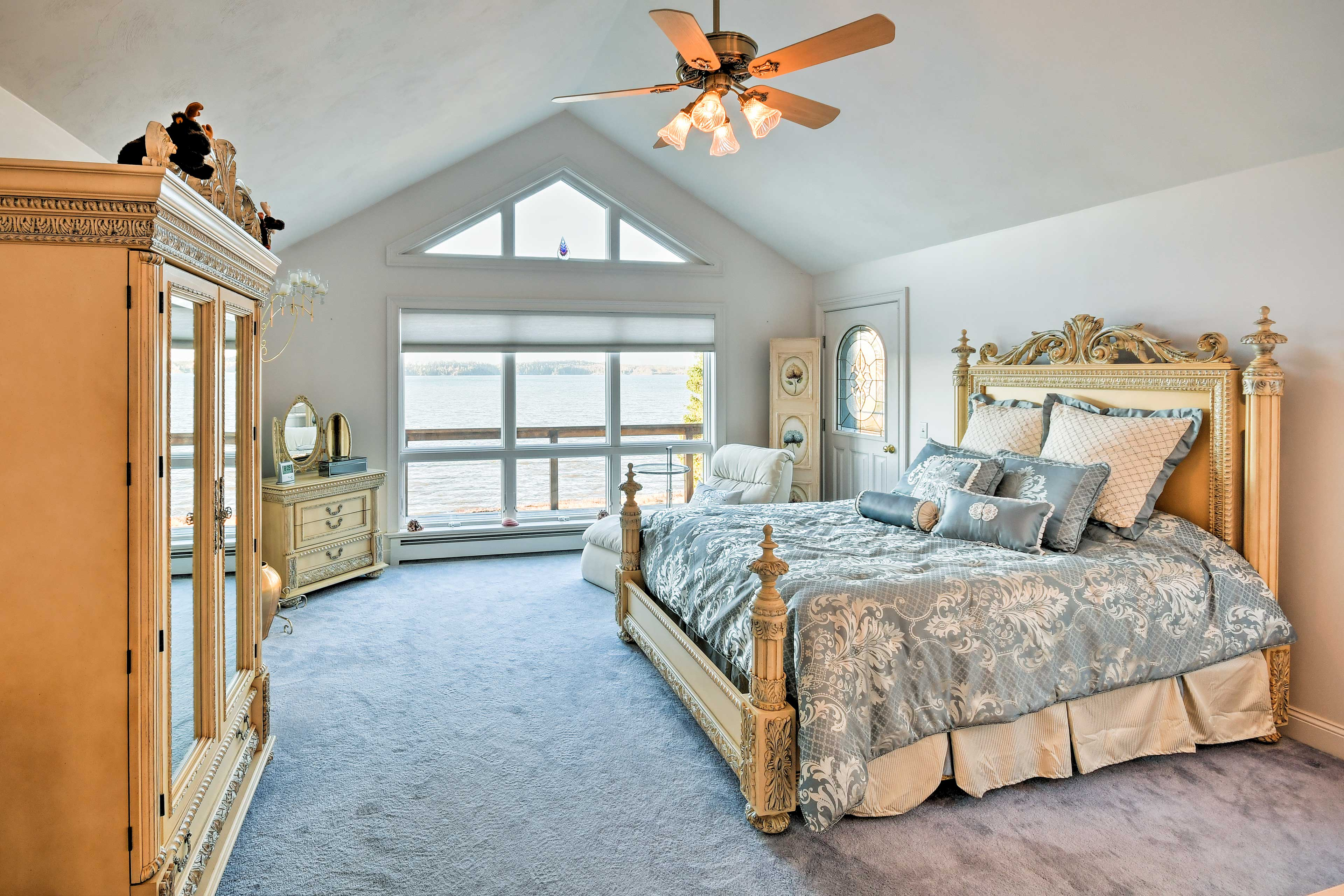 Live like royalty as you lie back on a plush queen bed in the master bedroom.