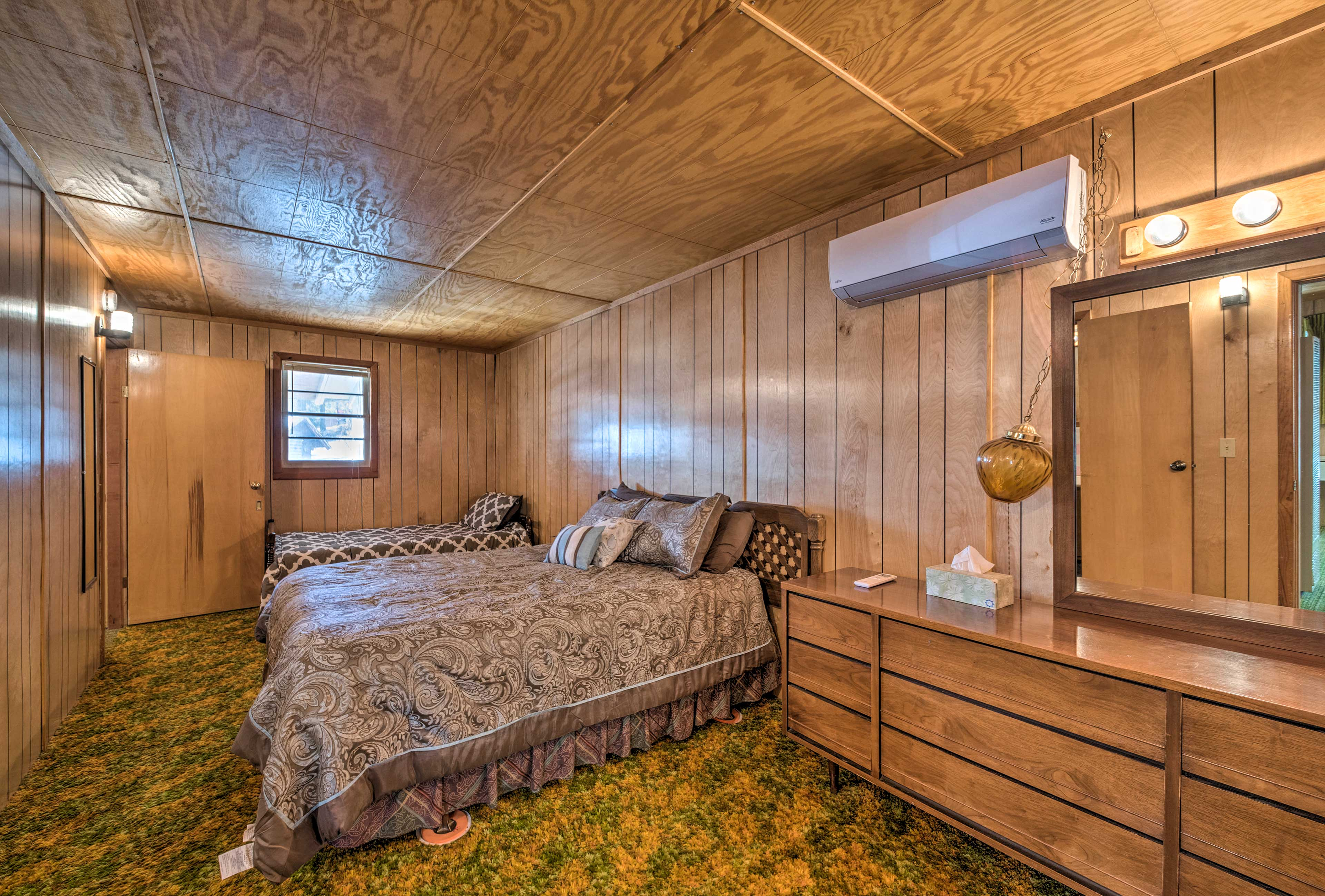 Bedroom 2 | Queen Bed, Twin Bed with Twin Trundle Bed