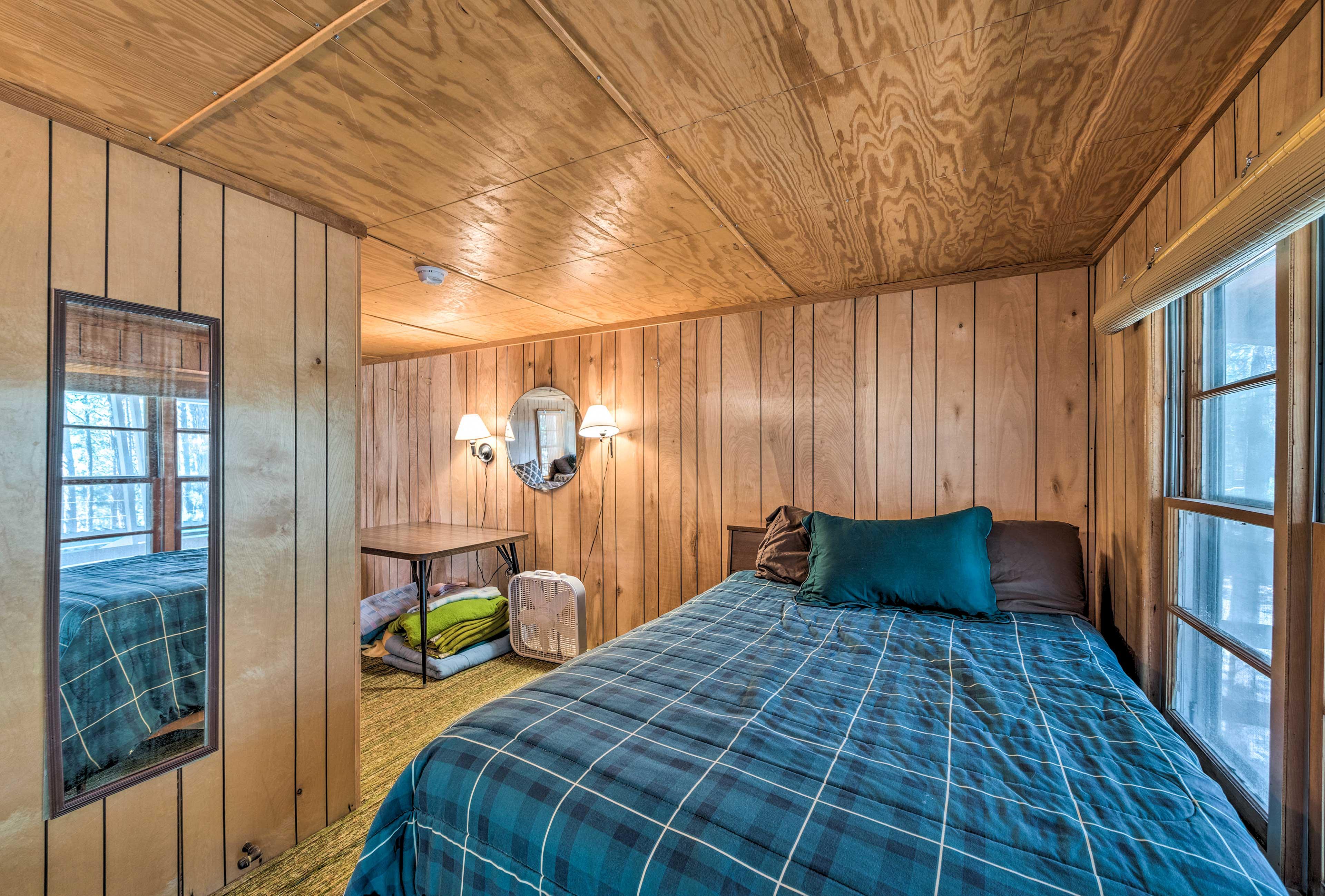 Bunkroom | 2 Full Beds, 3 Twin Beds
