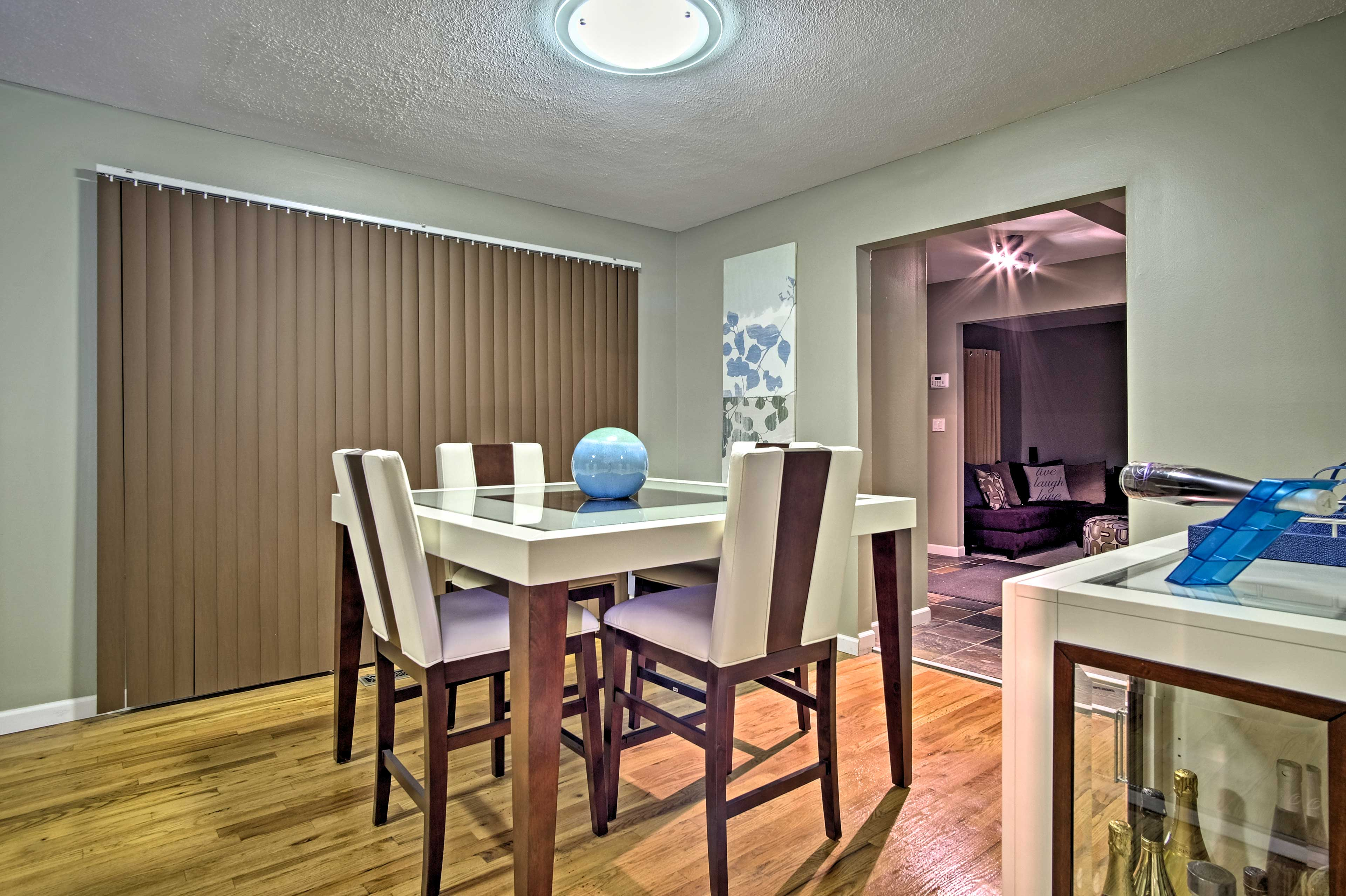 Settle down with your loved ones around this sleek 4-person dining table.