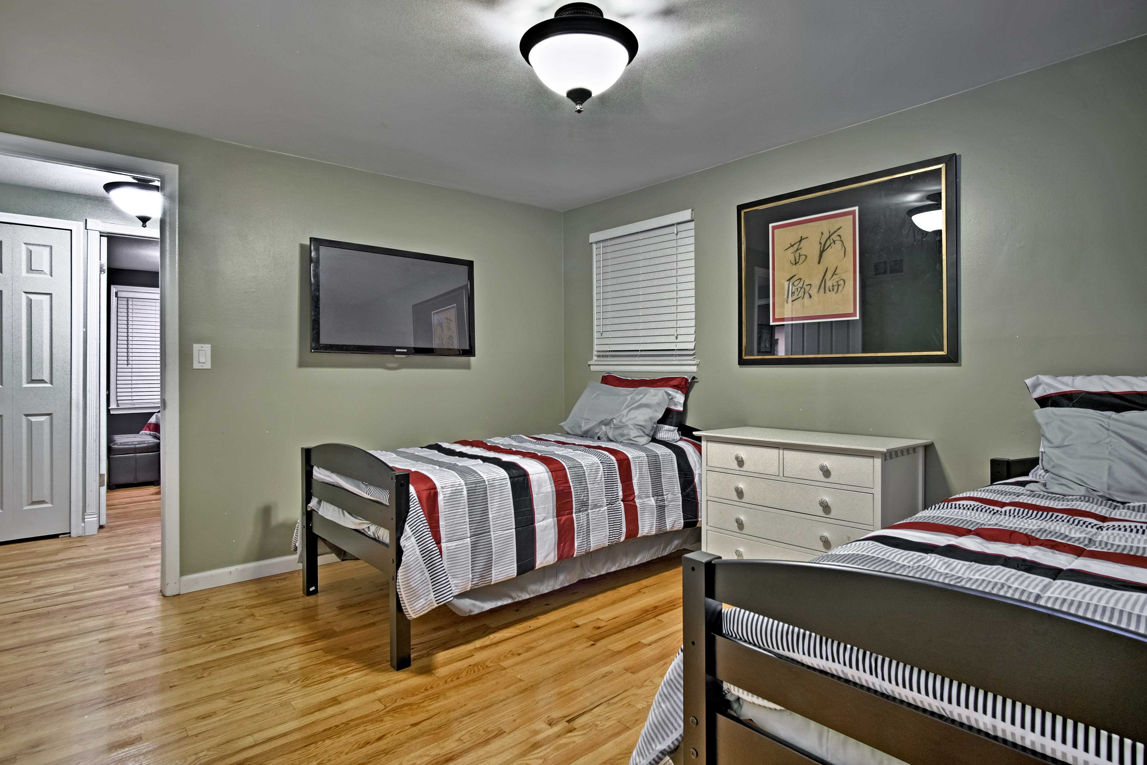 The kids and siblings will love sharing this last bedroom.