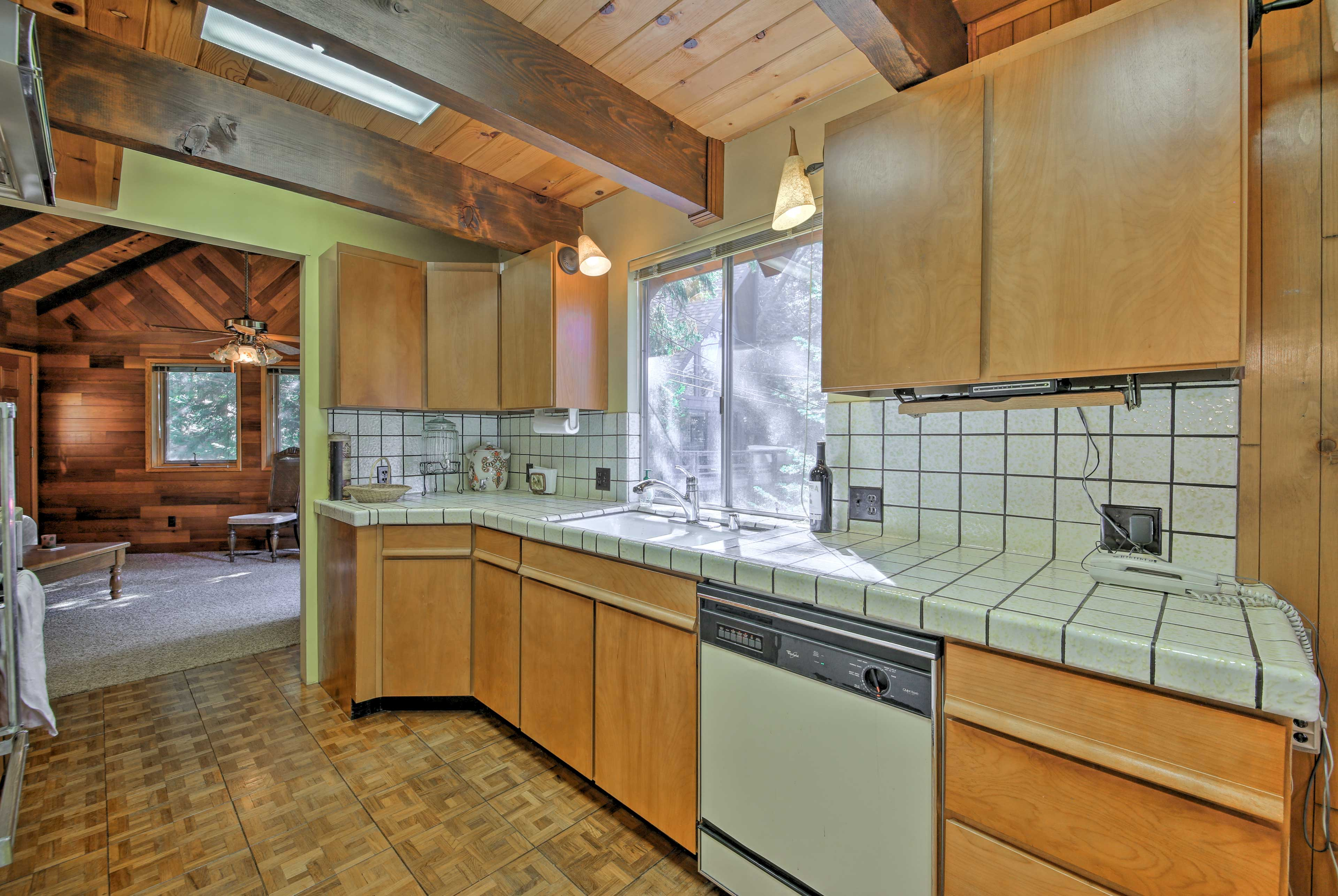 Fully Equipped Kitchen   Frigidaire Stove