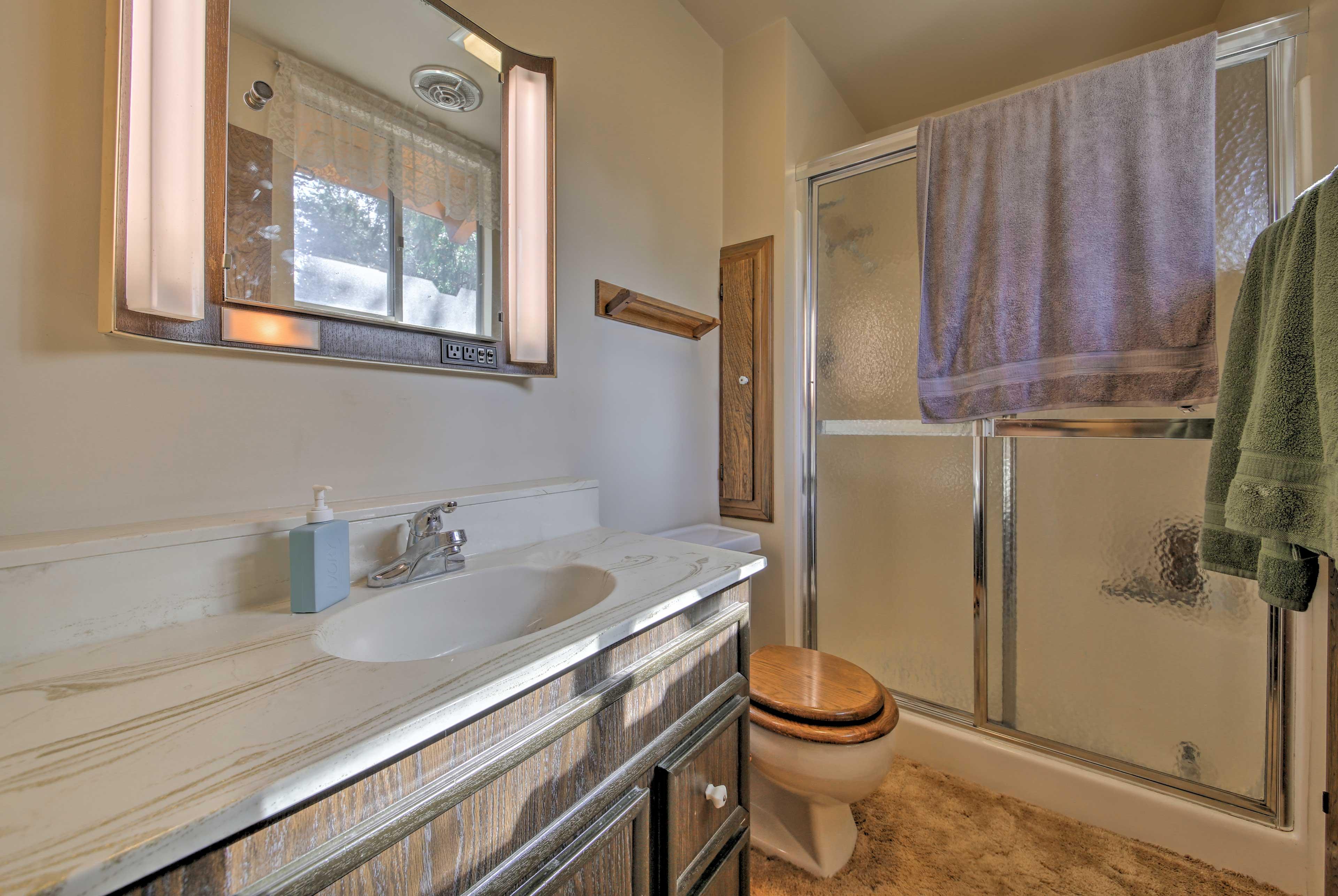 Full Bathroom   Walk-In Shower