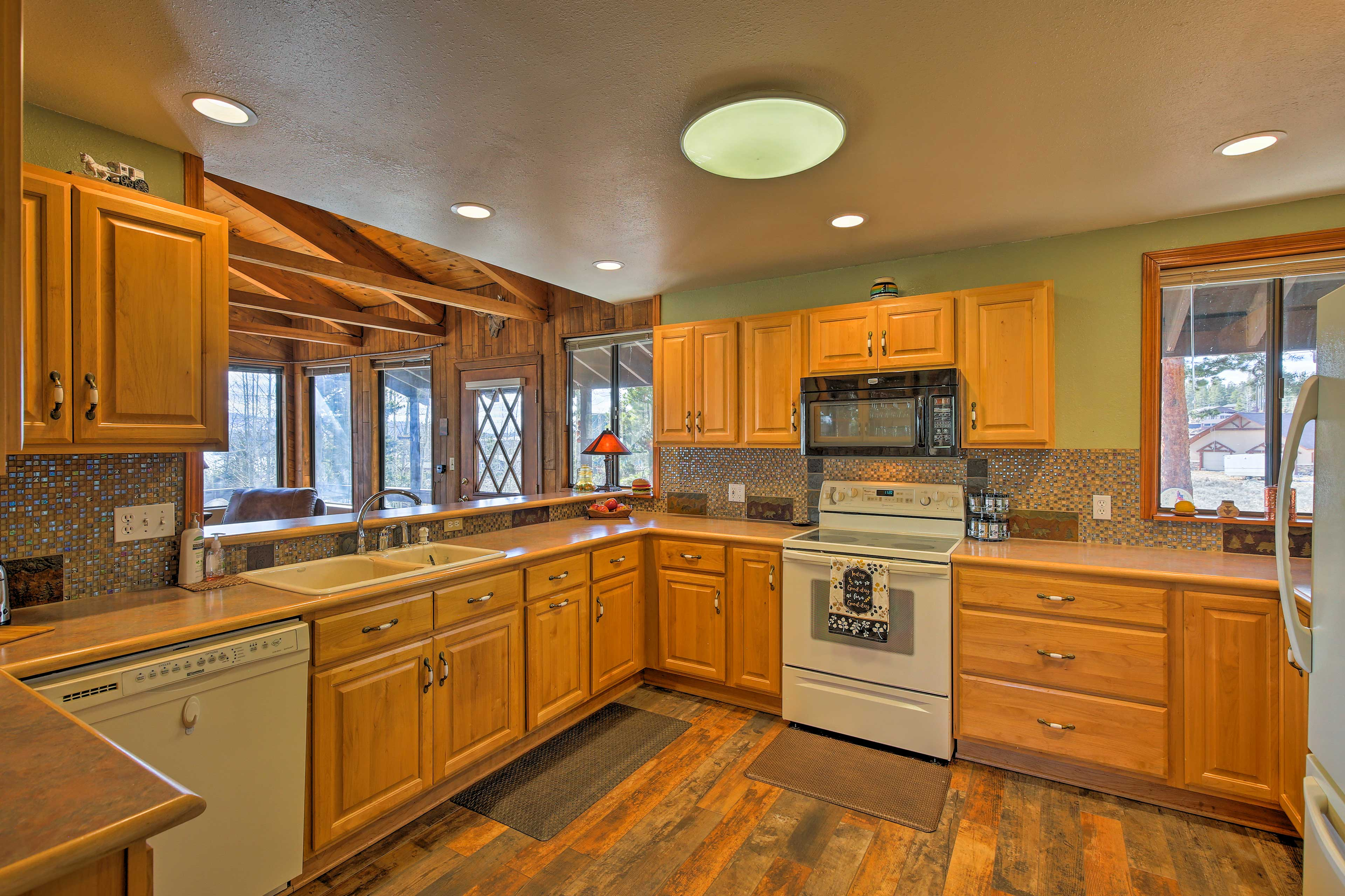 Find modern appliances and generous counter space in the fully equipped kitchen.