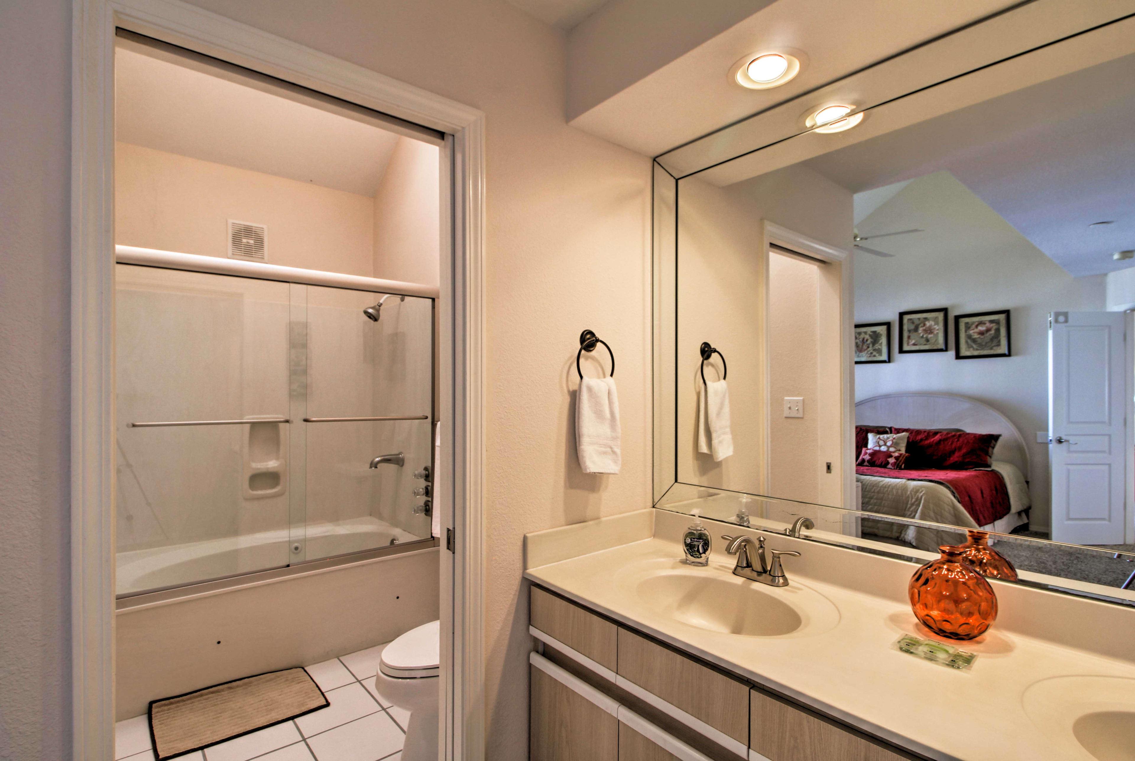 En-Suite Bathroom   Whirlpool Tub