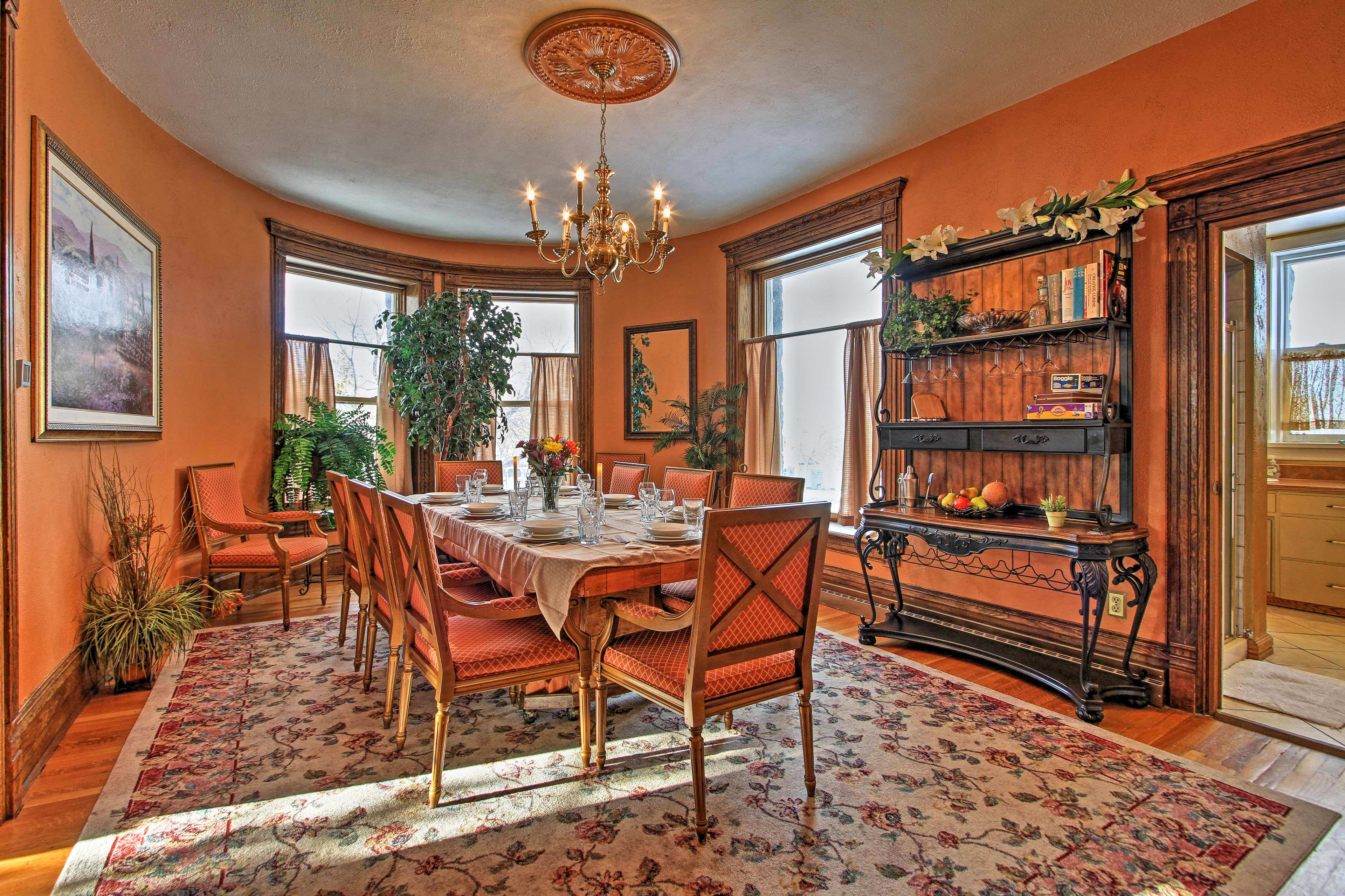 The dining room's elegant decor & furnishings make it perfect for any occasion.