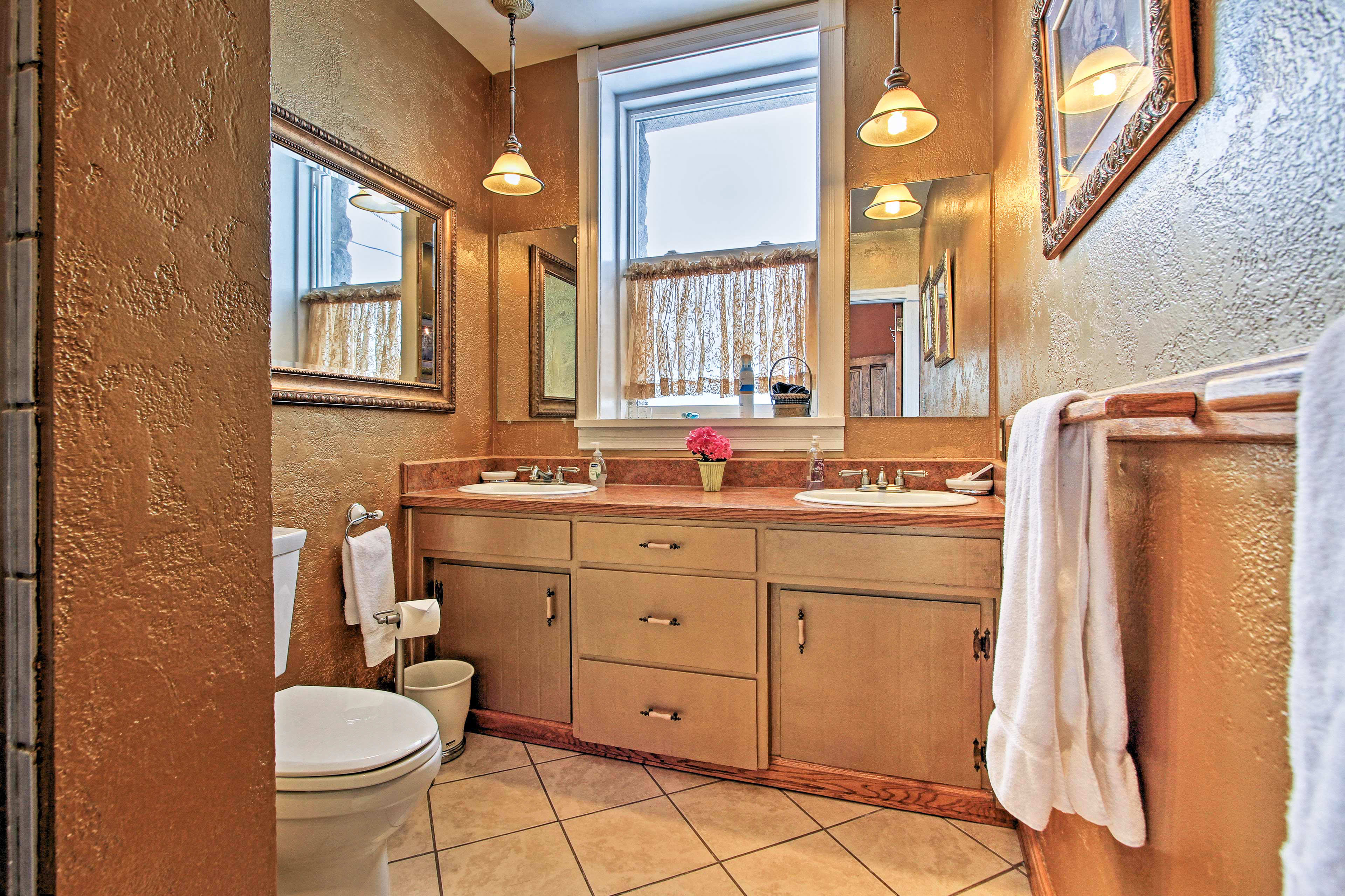 The home has 2 bathrooms.