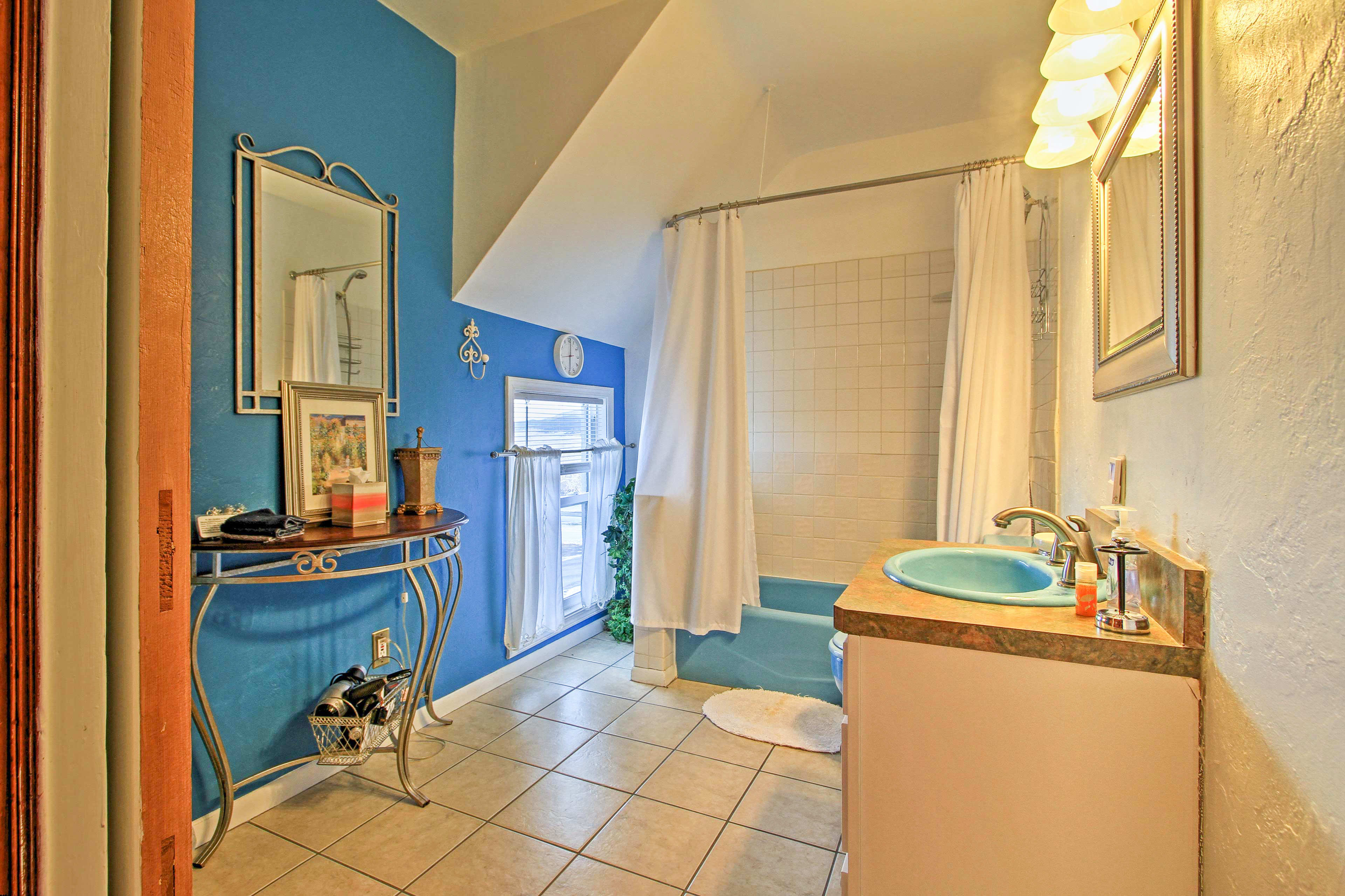 After a day on the trails, wash the dust off in this bathroom's shower/tub combo.