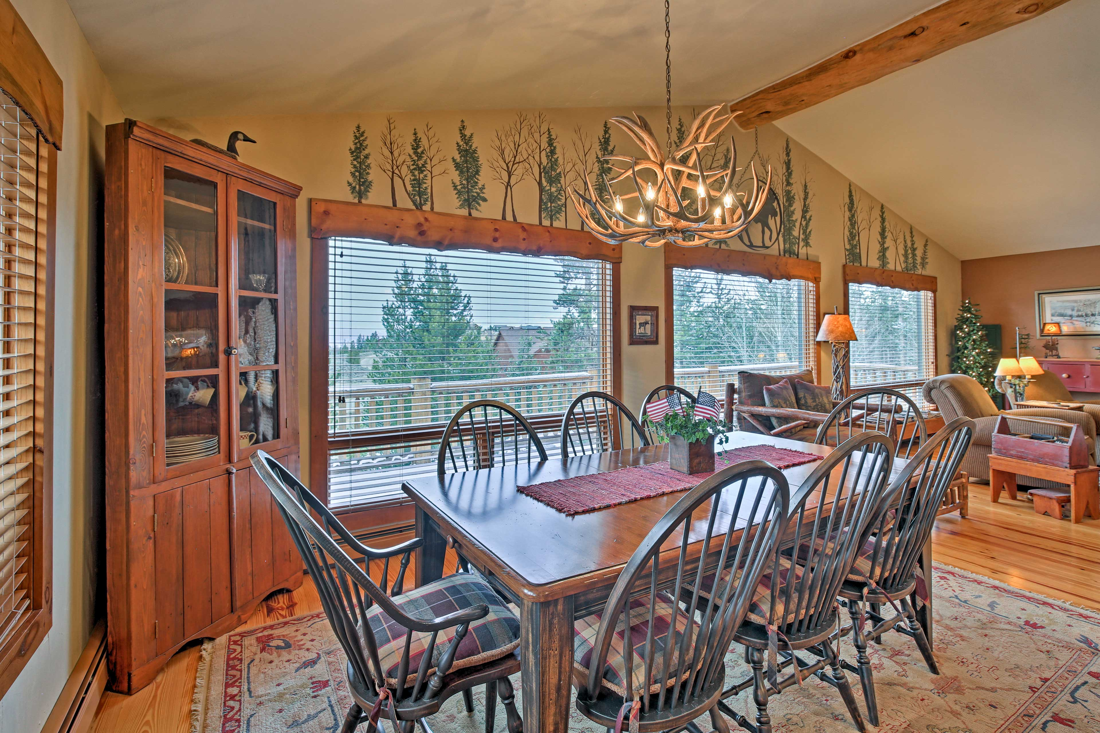 Set the dining table for 8 guests to enjoy a meal together.