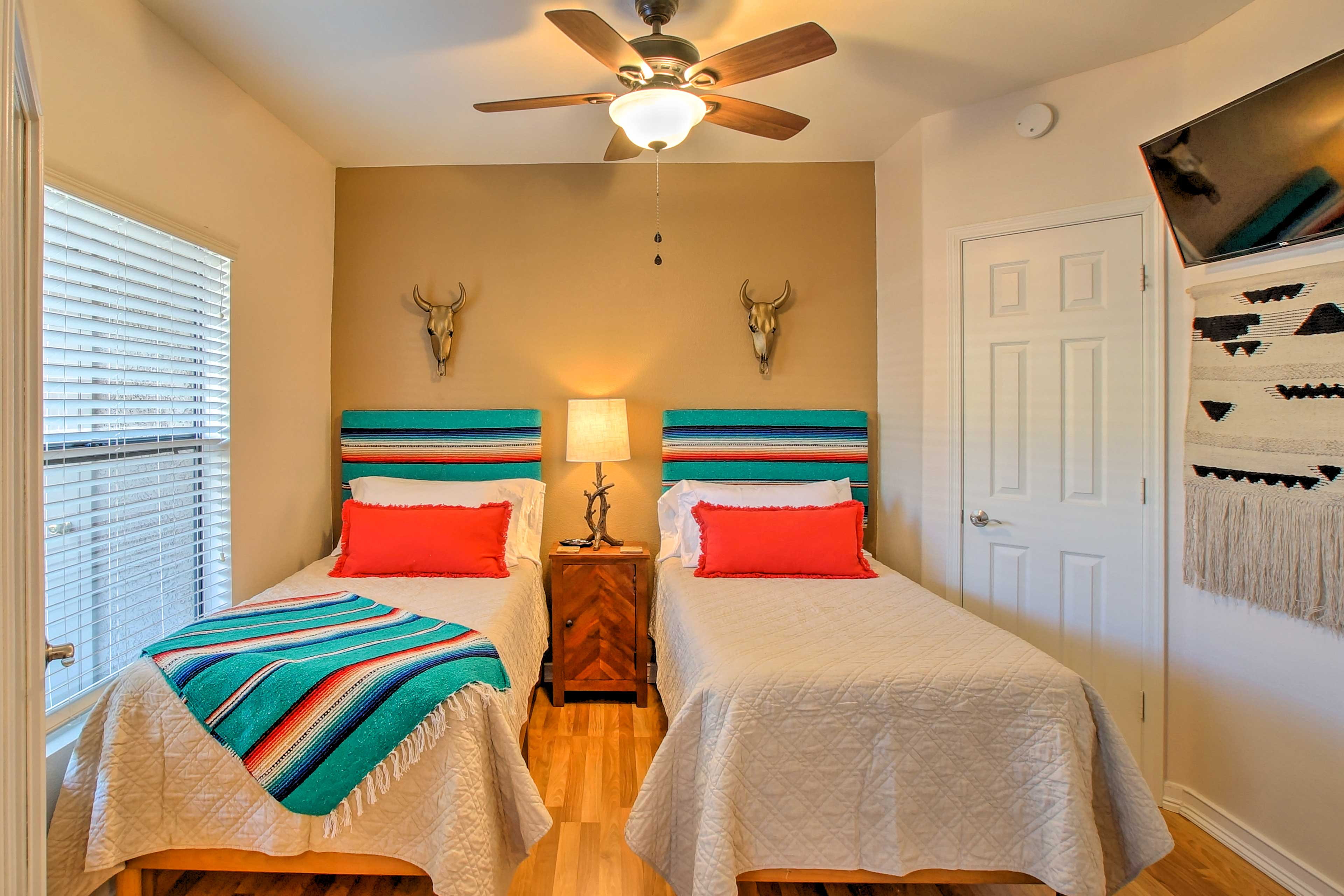 The guest bedroom includes 2 twin Tempur-Pedic mattresses.