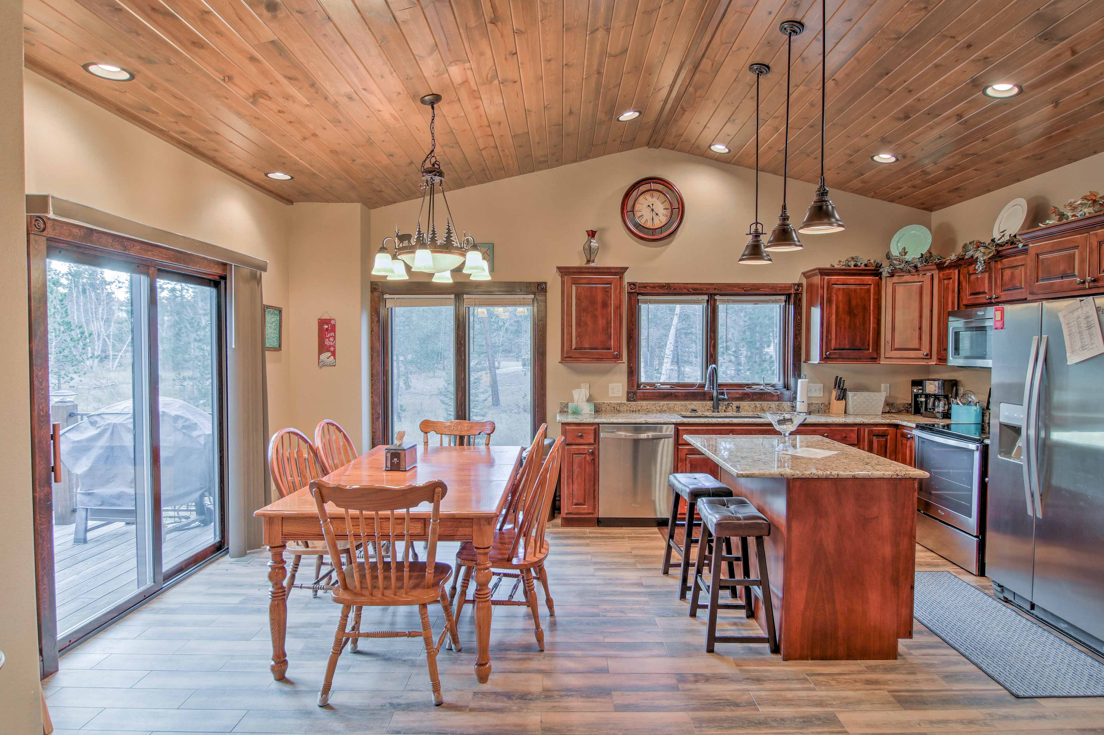 Enjoy family dinners around the 6-person dining table adjacent to the kitchen.