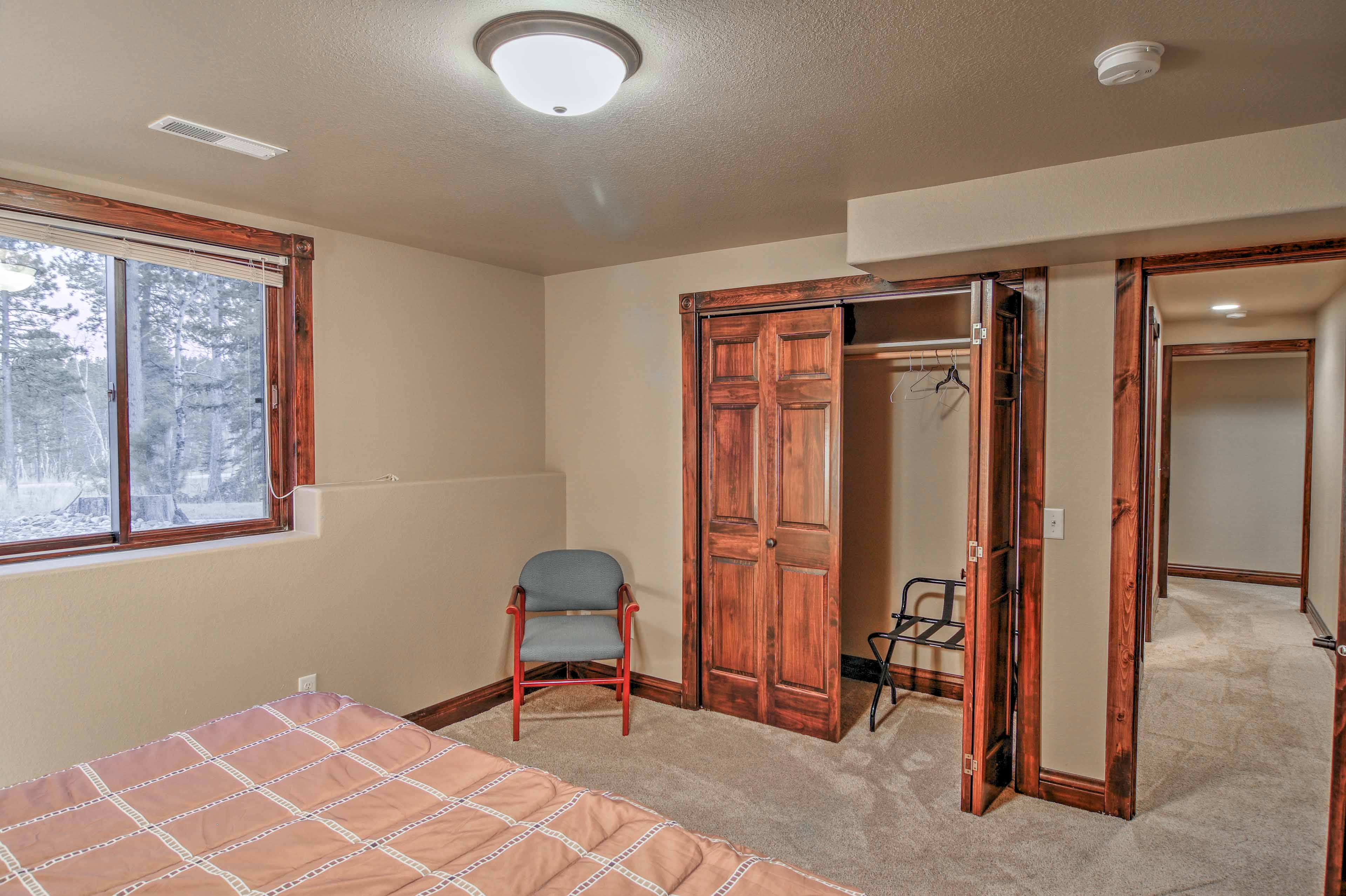 The lower level features 2 additional bedrooms, providing space to accommodate 12 guests on beds.