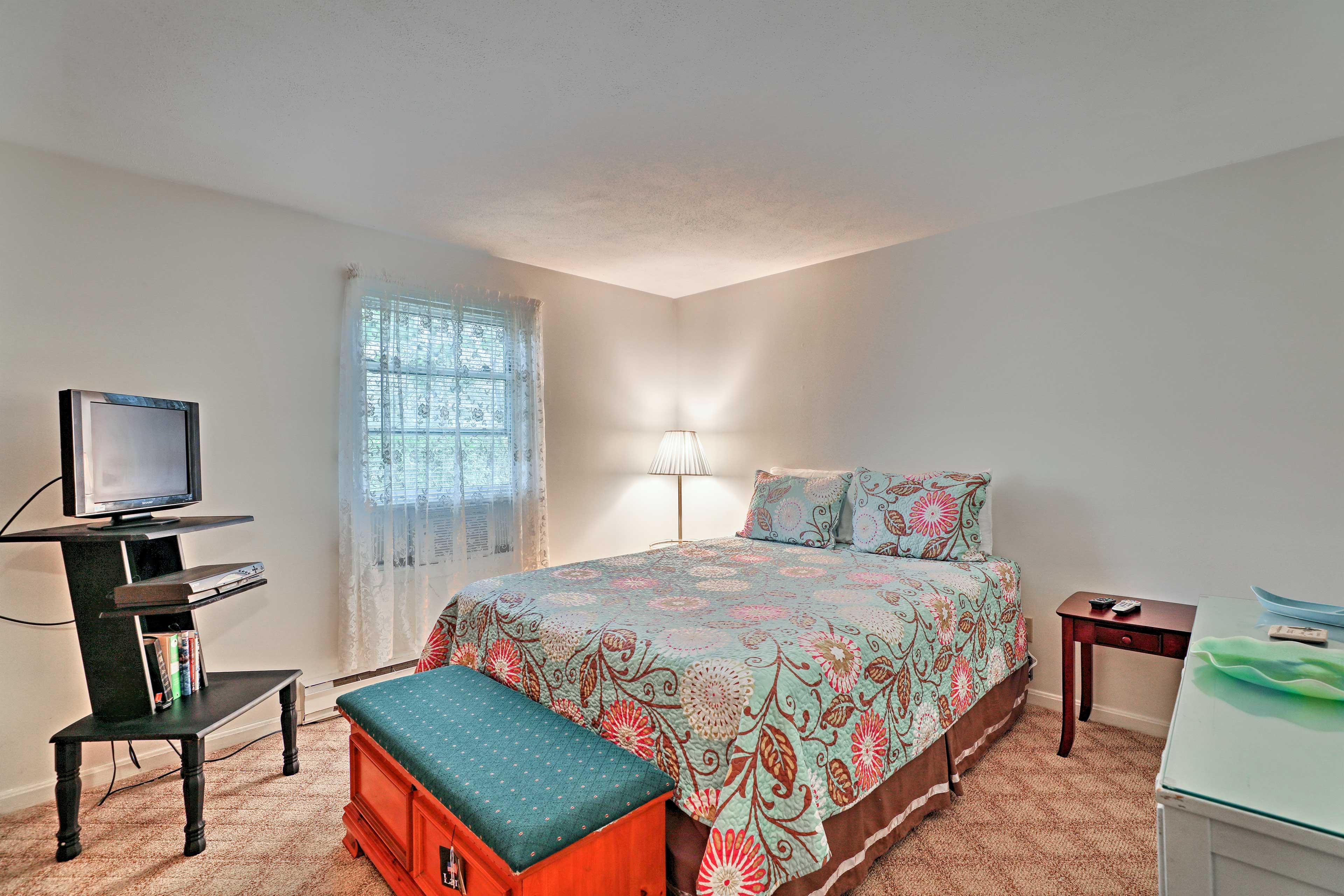 Enjoy quiet evenings on a queen bed in the master bedroom.