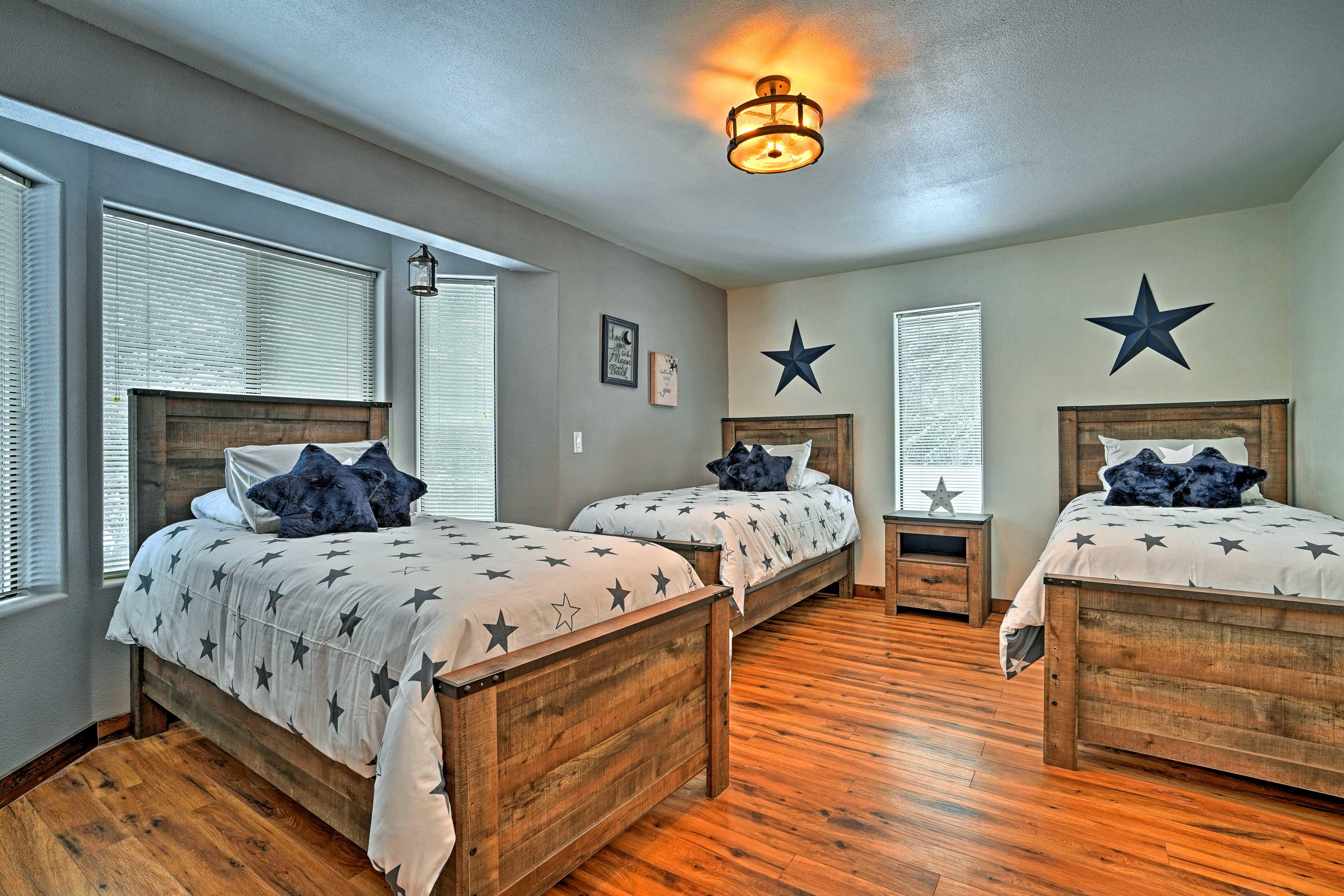 Bedroom 4 | 3 Twin Beds