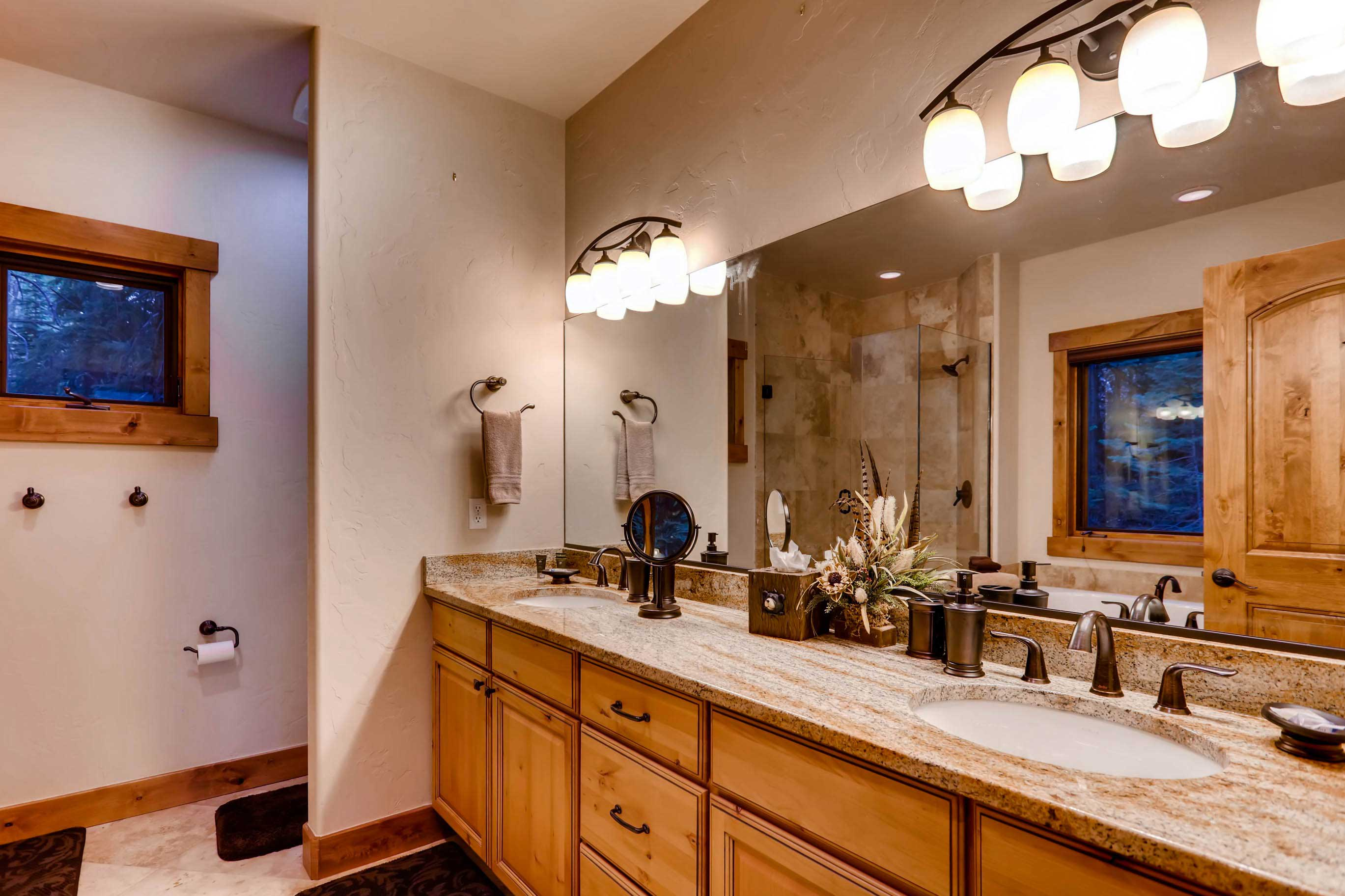 Those staying in either of the master bedrooms can enjoy an en-suite bath.