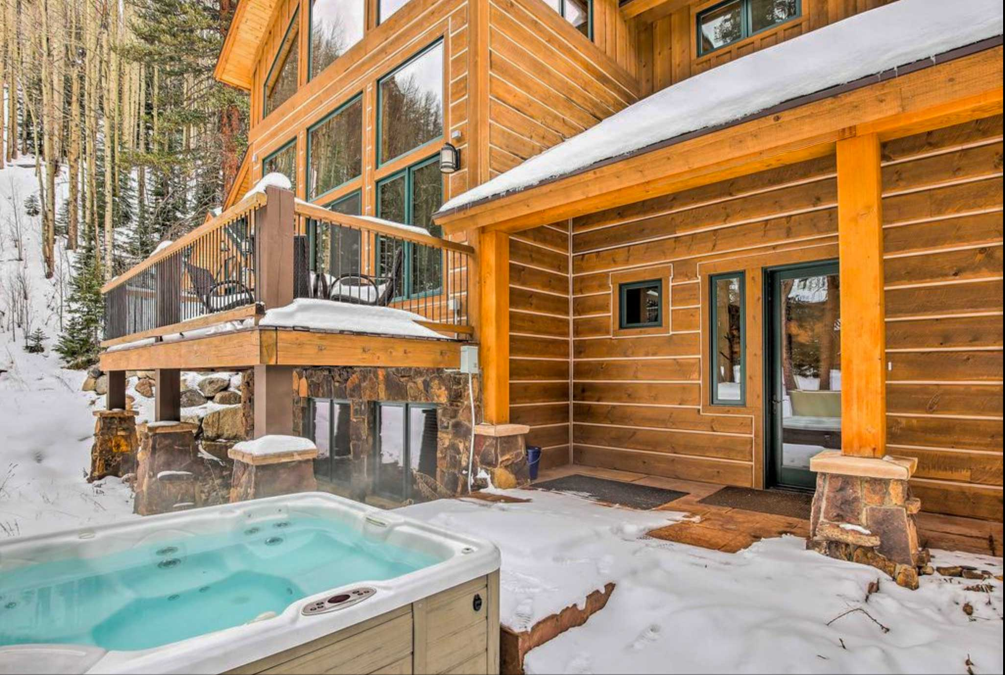 After a day on the slopes, take a dip in the hot tub!