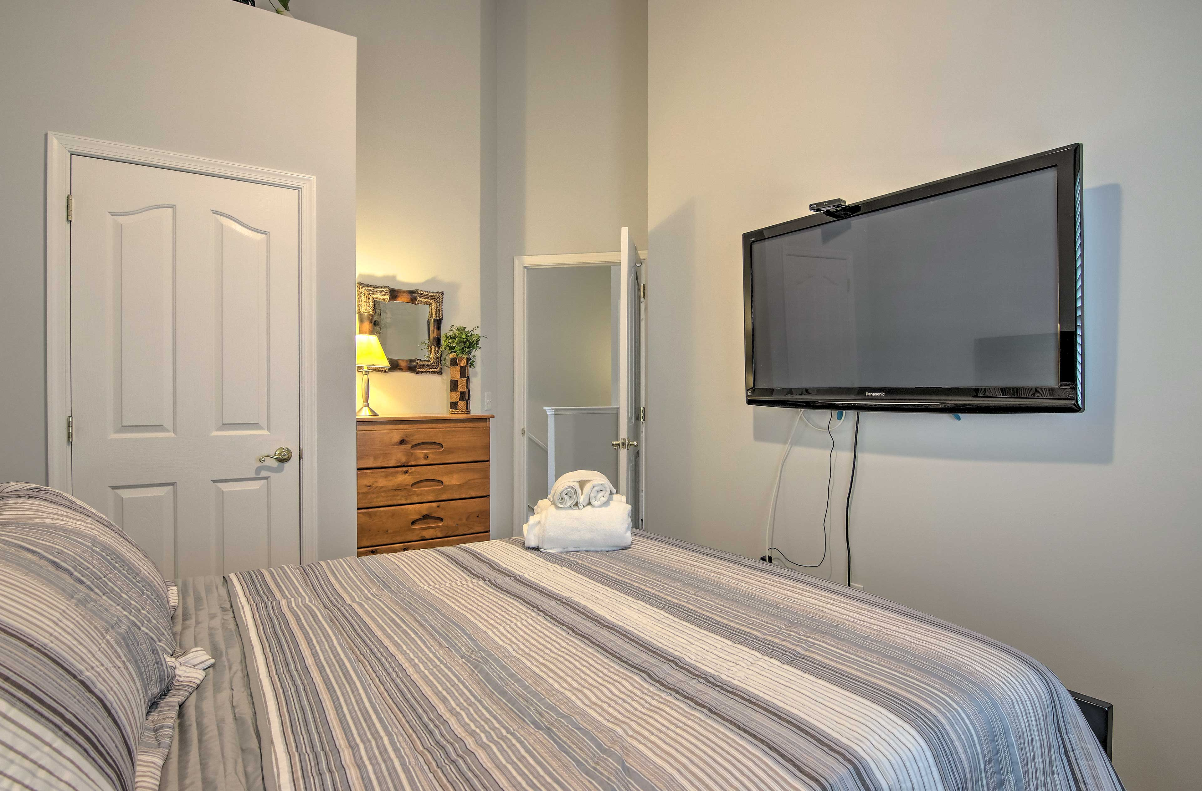 This room also has a flat-screen TV.