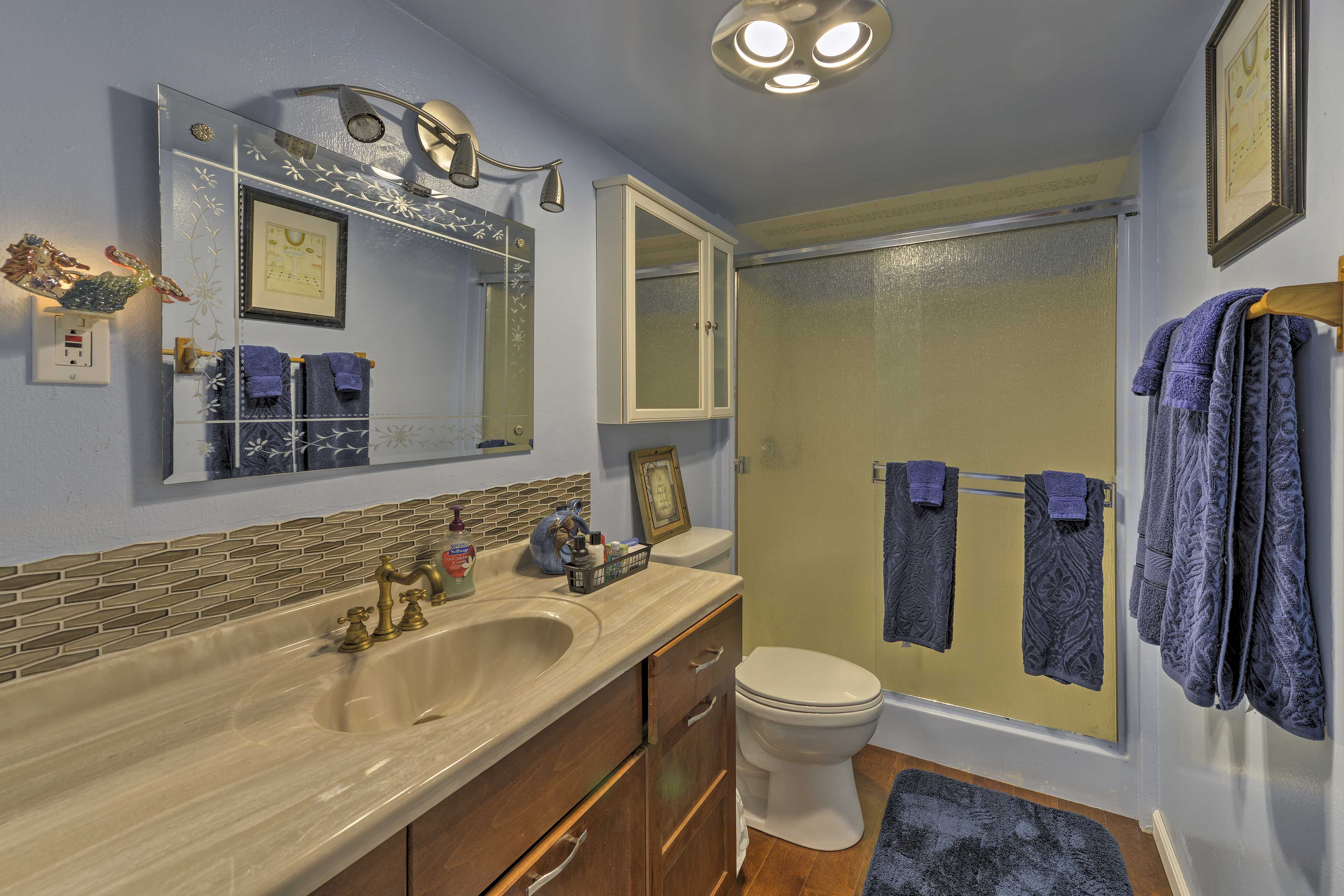 The home offers 1 bathroom for guests to use.