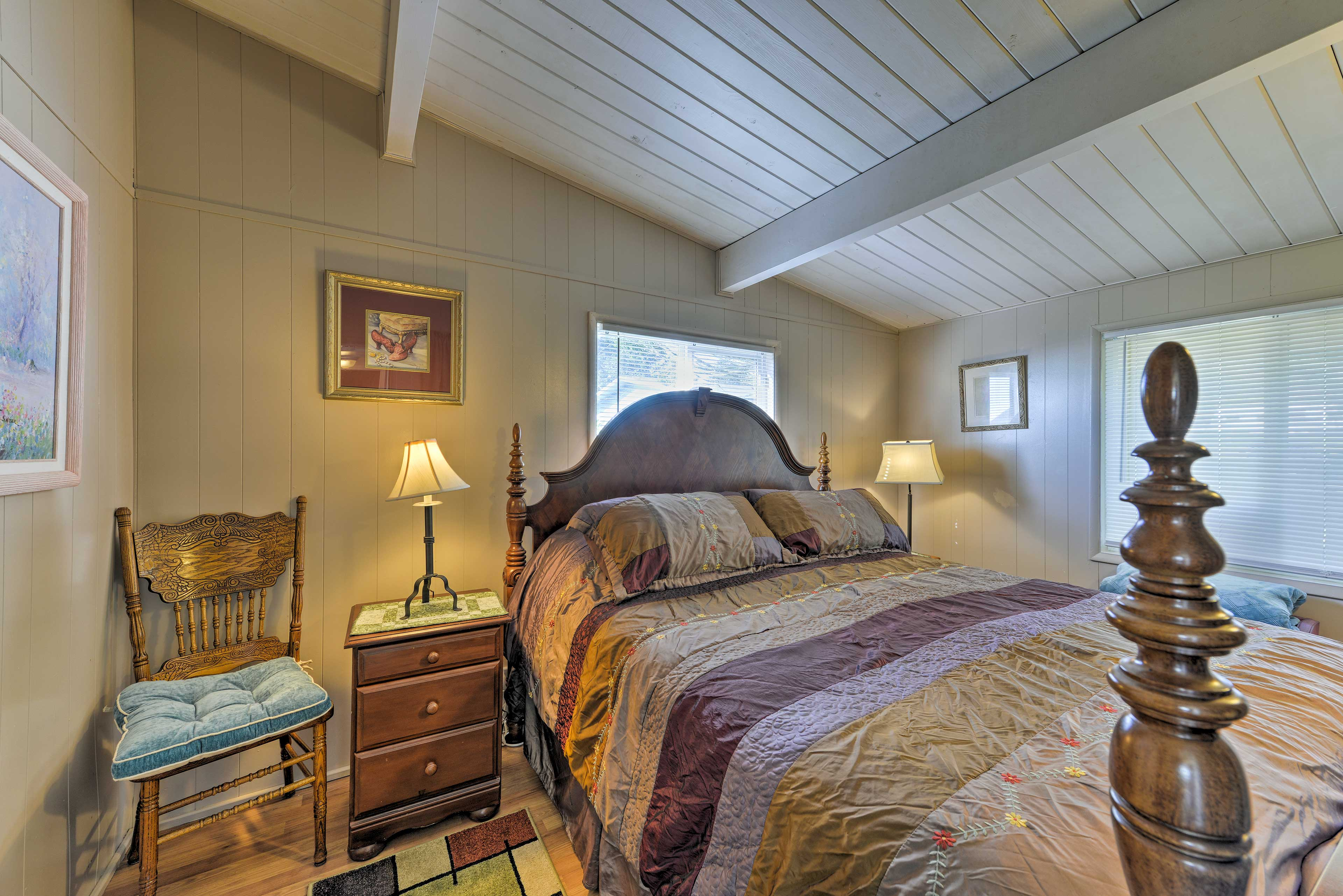 Two rooms host king-sized beds.