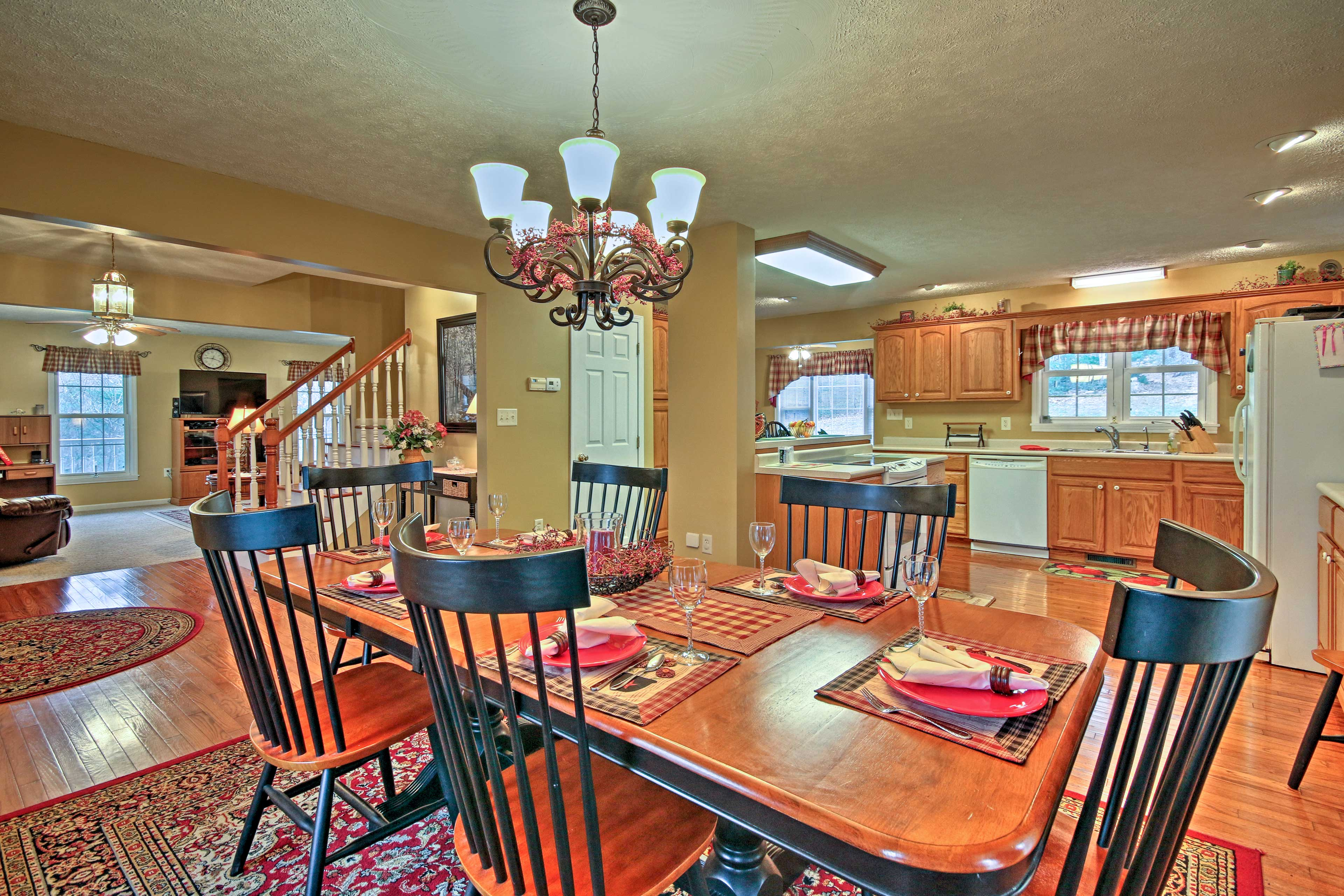 Celebrate your special occasions around this 6-person dining table.