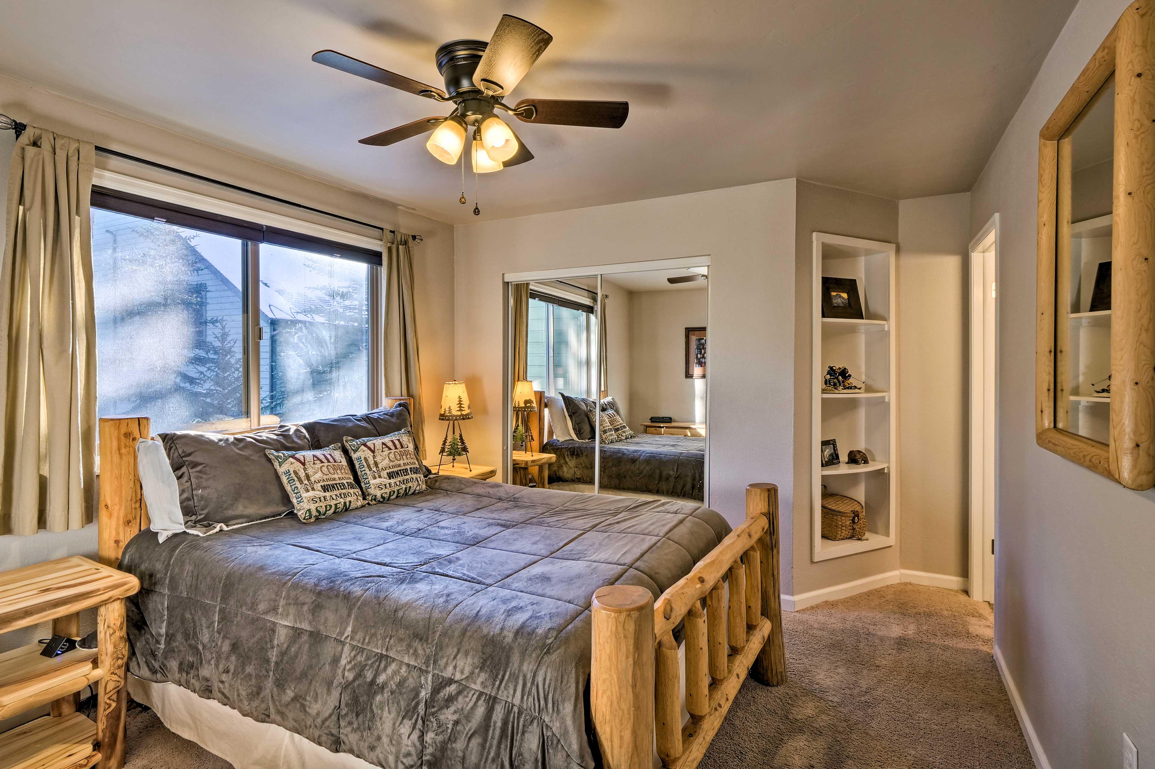 Bedroom   Queen Bed   Linens Provided