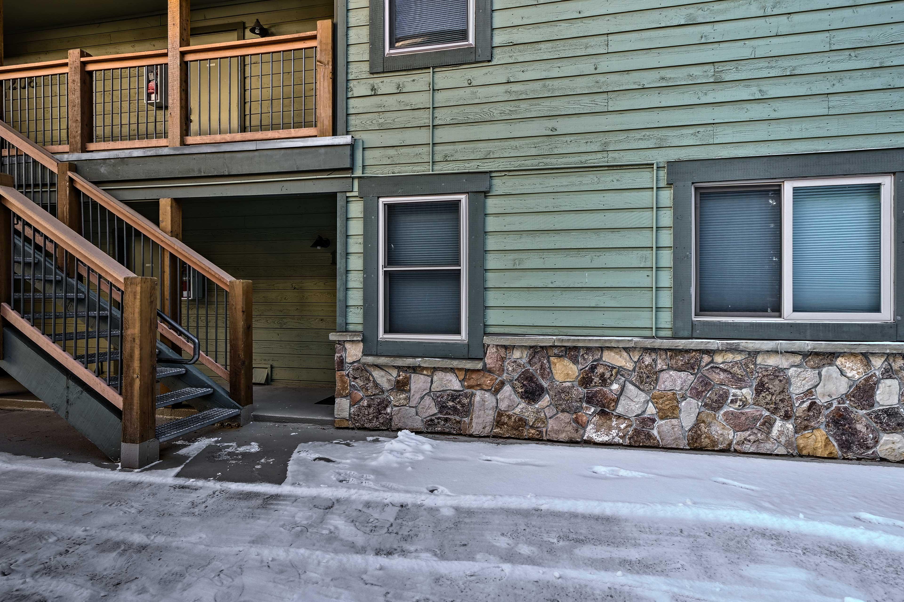 Powder Ridge Complex   Garage Parking (1 vehicle)   Outdoor Parking (1 vehicle)