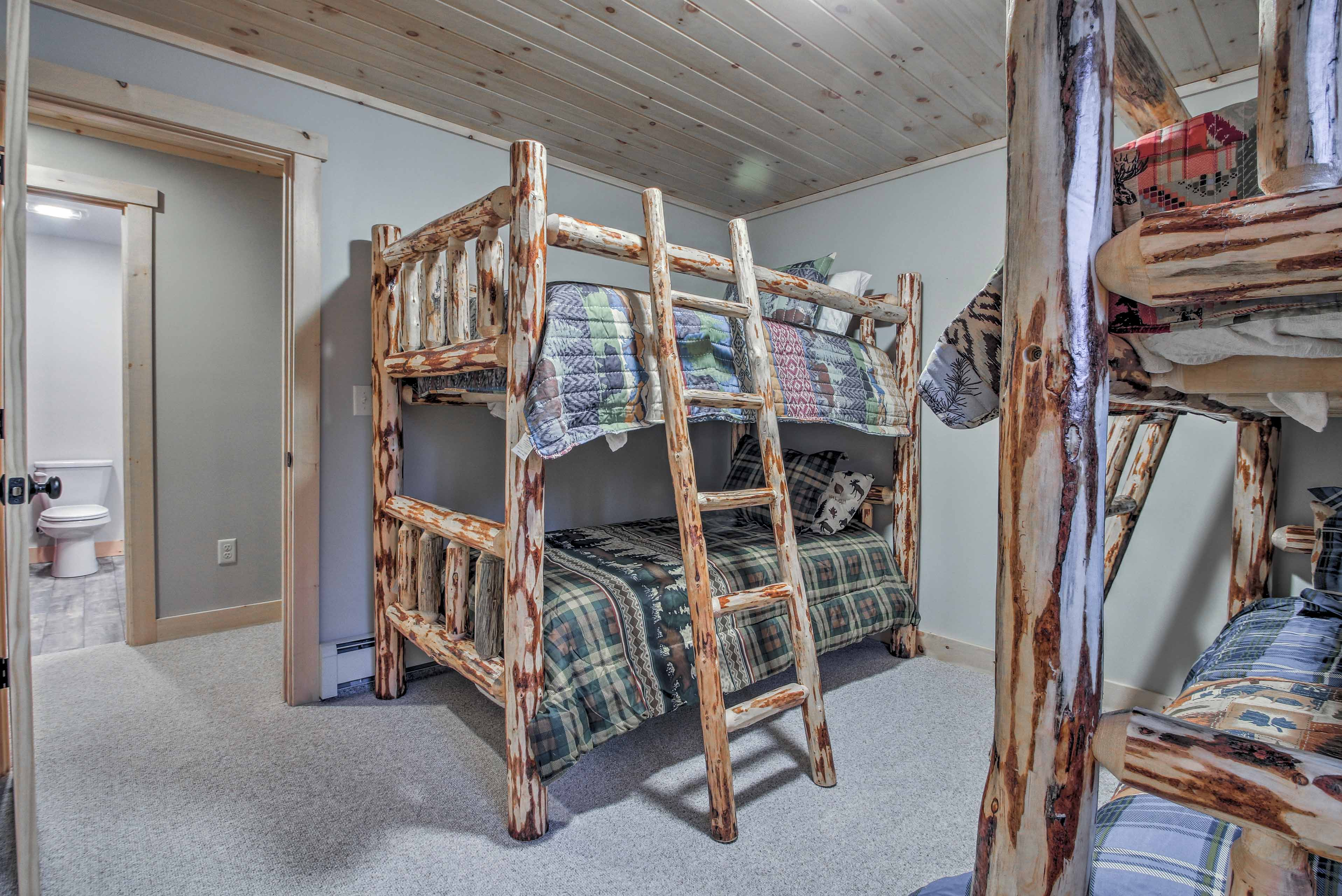 Up to 4 travelers can stay in these twin-over-twin bunk beds.