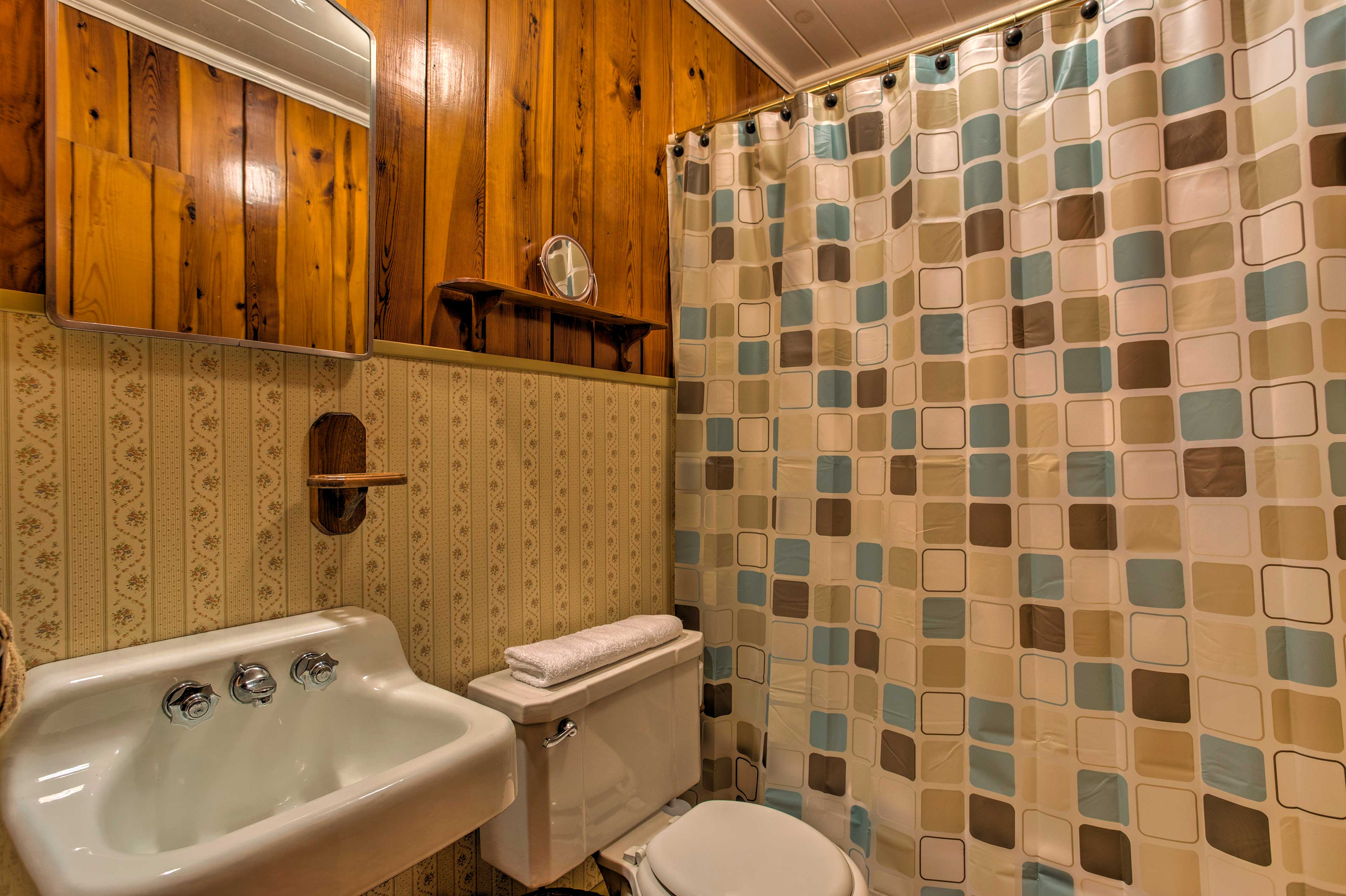 Utilize the shower/tub combo featured in the second full bathroom.